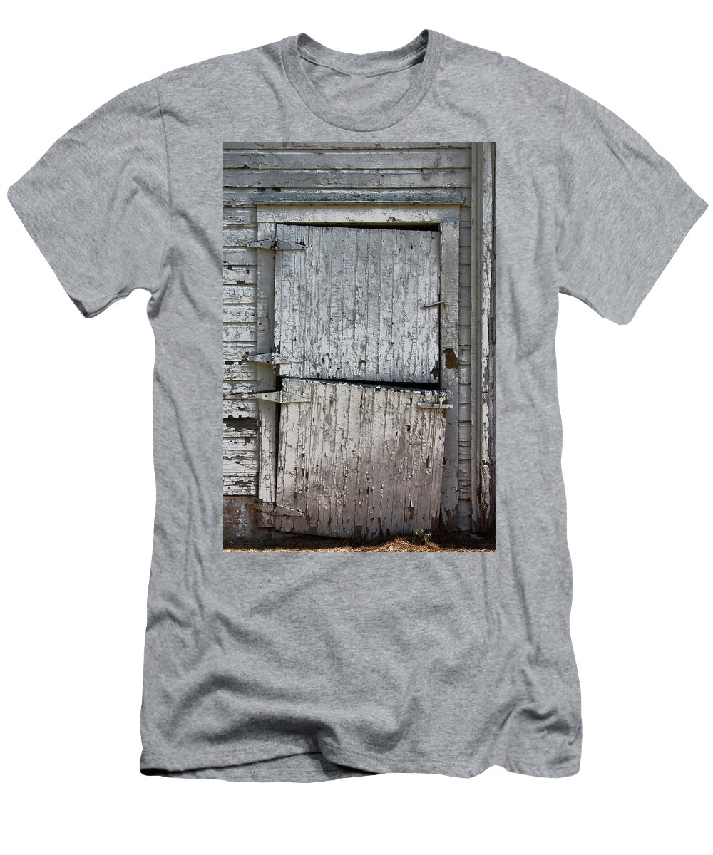 Barn Men's T-Shirt (Athletic Fit) featuring the photograph Ole Barn Door by Lynn Sprowl