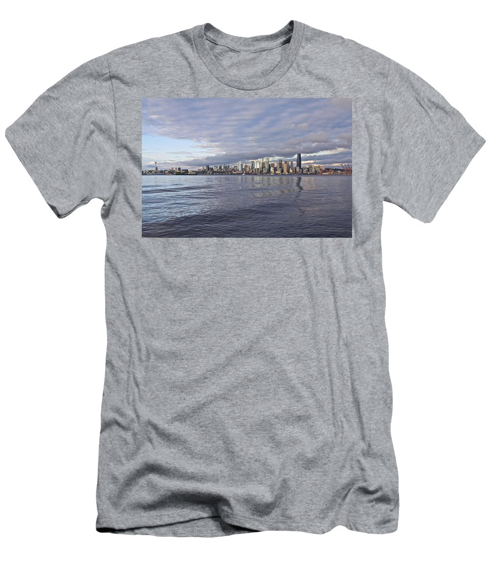 Sun Set Men's T-Shirt (Athletic Fit) featuring the photograph Seattle Skyline Cityscape by SC Heffner