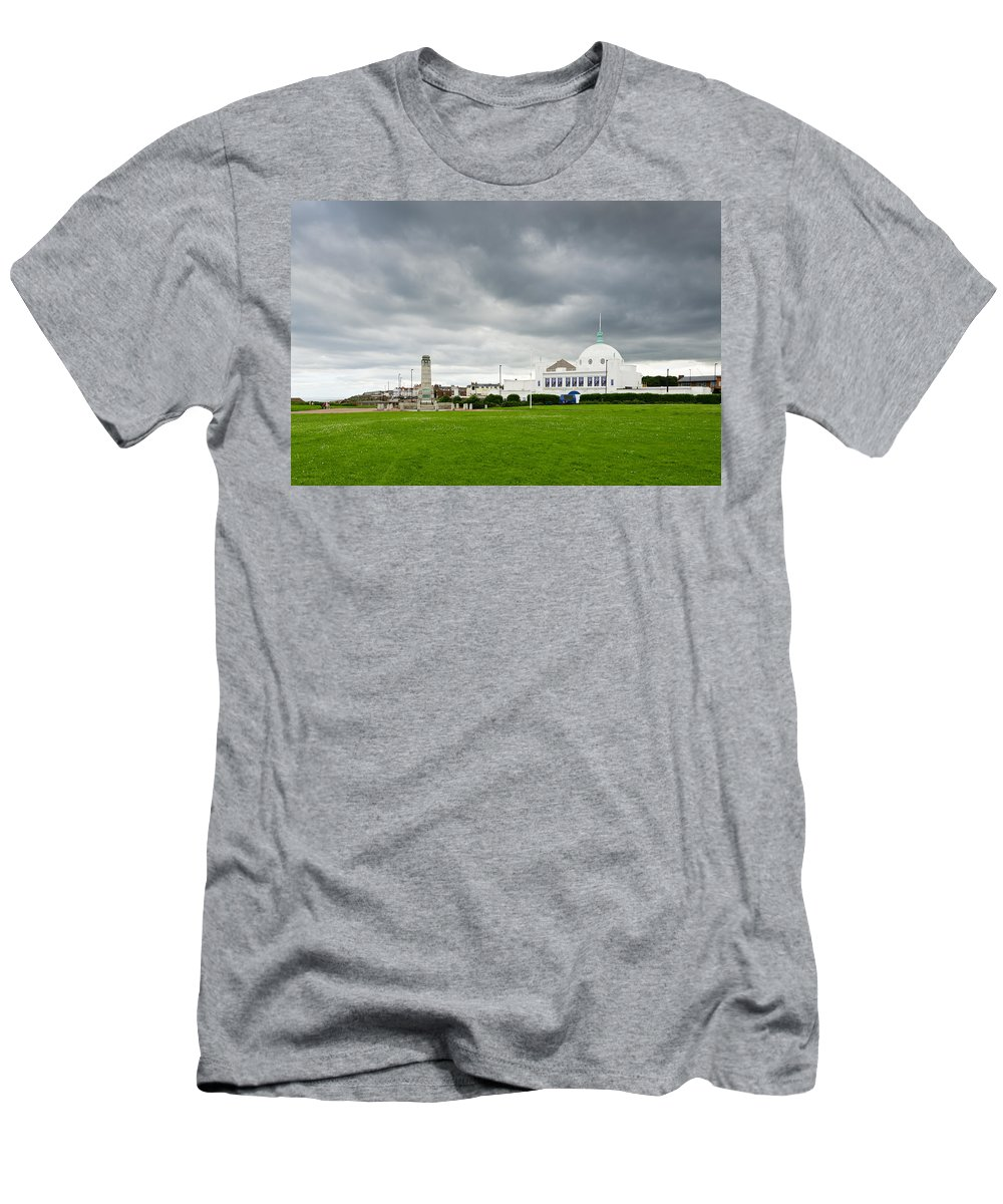 Architecture Men's T-Shirt (Athletic Fit) featuring the photograph Spanish City At Whitley Bay by David Head