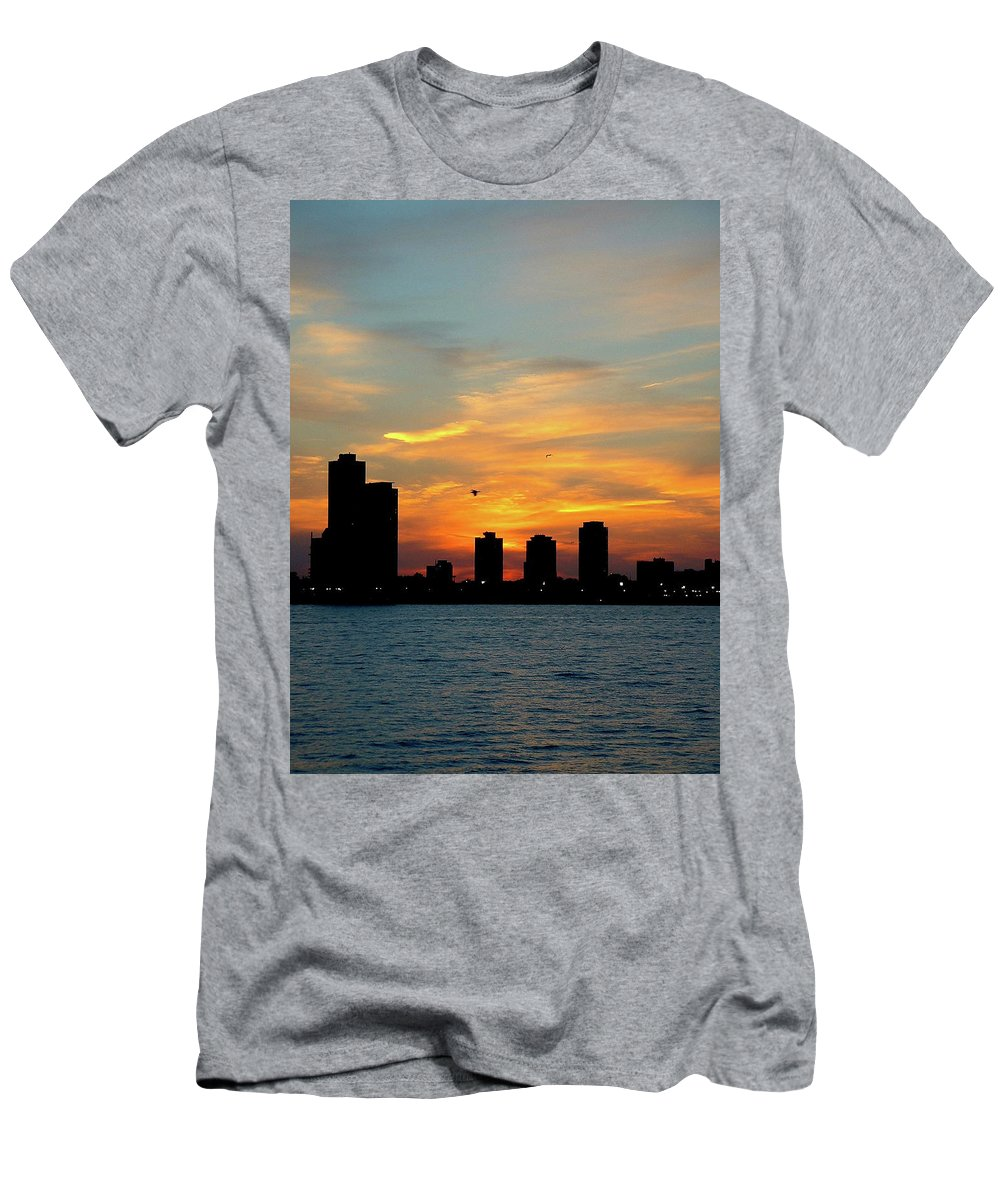 Sky Men's T-Shirt (Athletic Fit) featuring the photograph Sunset Over Chicago 0349 by Guy Whiteley