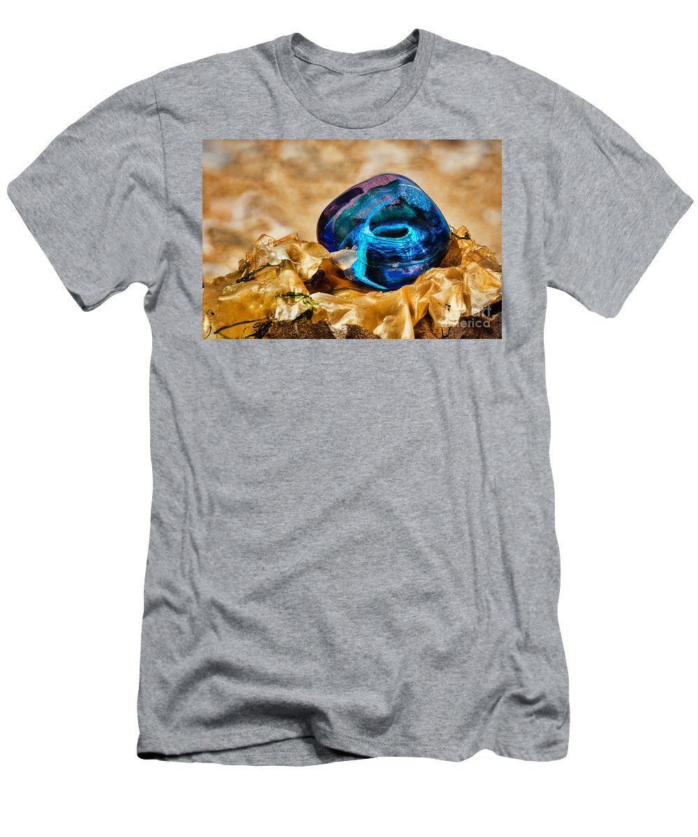 Seaweed Men's T-Shirt (Athletic Fit) featuring the photograph Swirls And Seaweed by Susie Peek