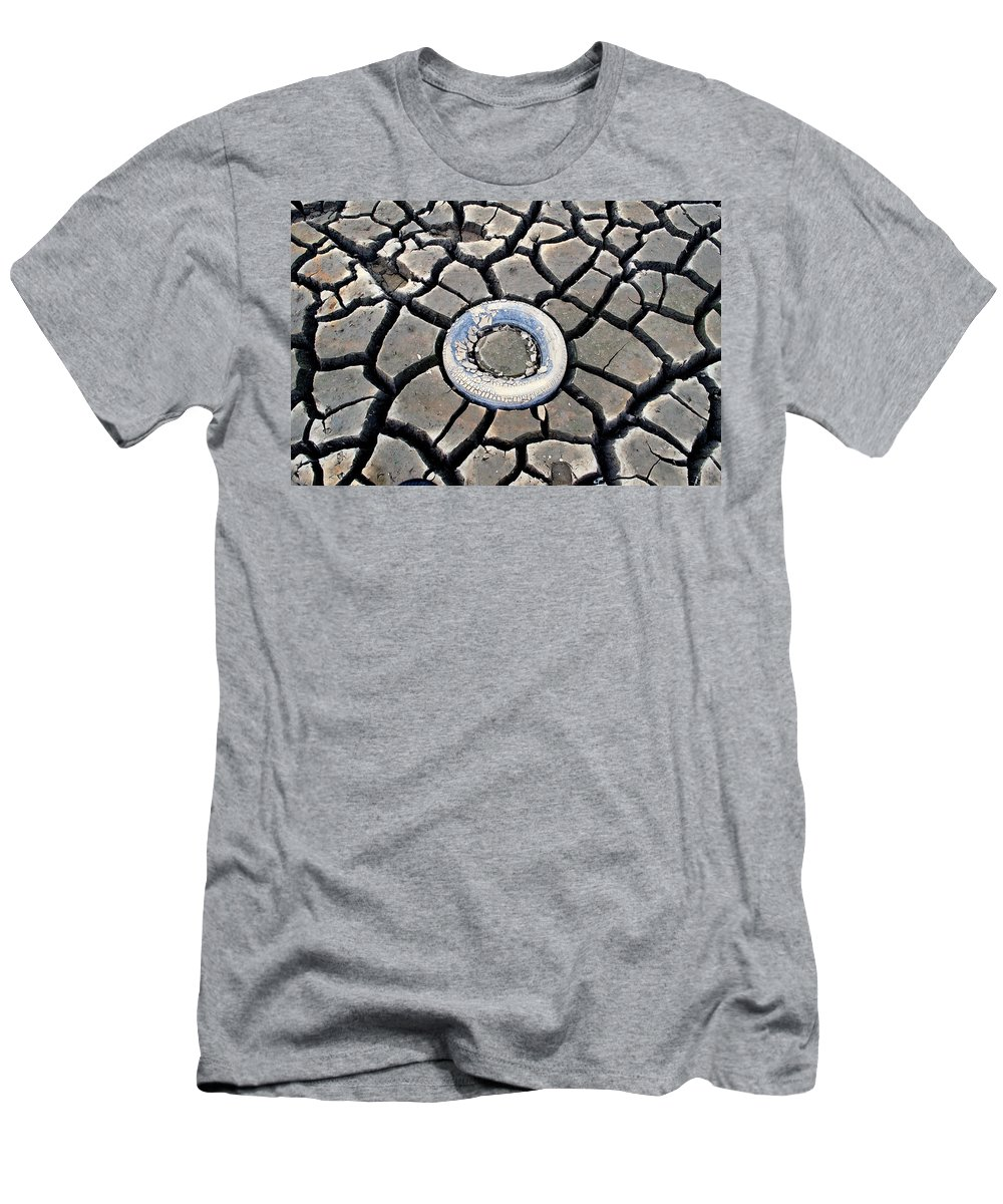 Dirt Men's T-Shirt (Athletic Fit) featuring the photograph The Eye Of The Lake by Teri Schuster