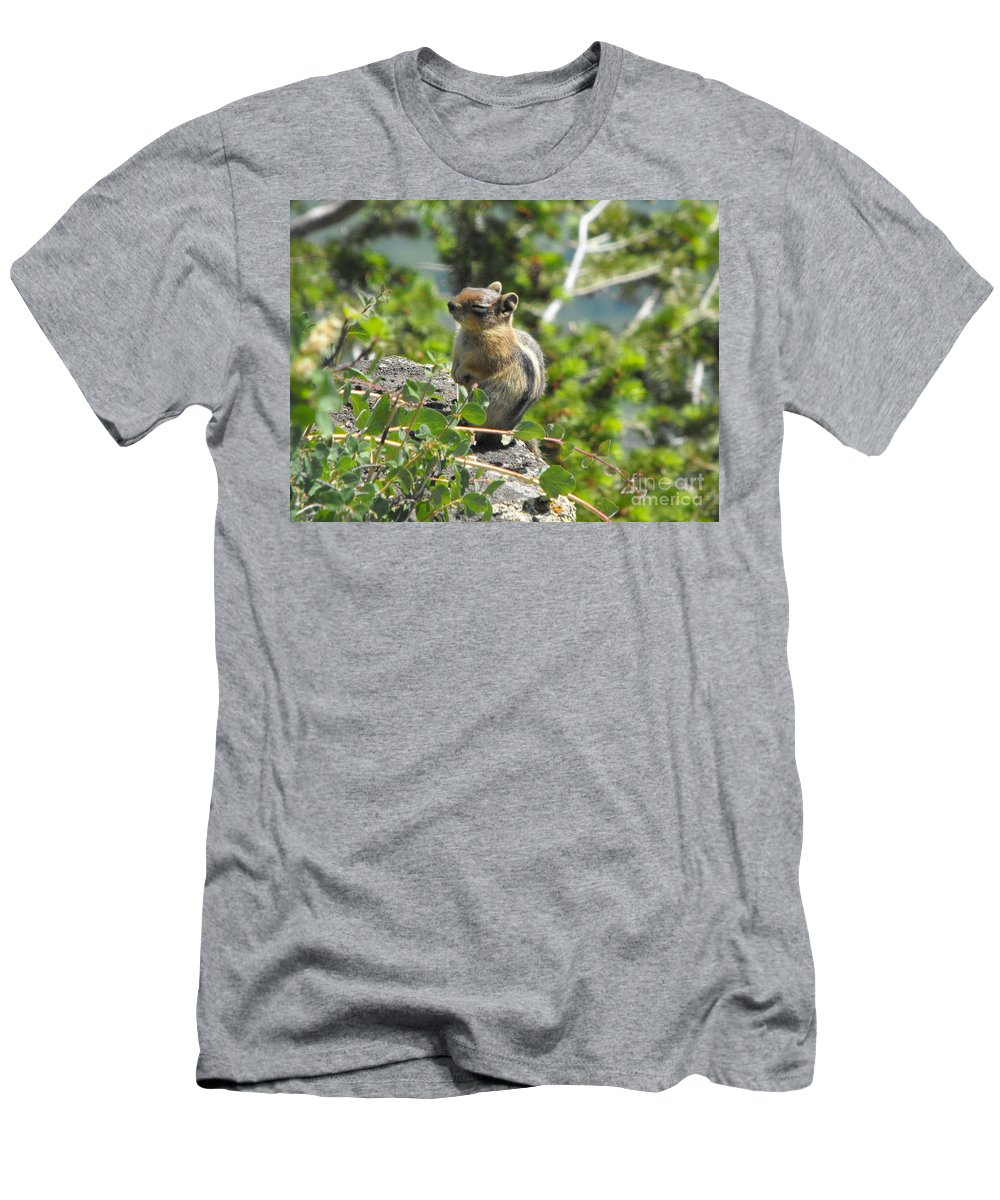Animals Men's T-Shirt (Athletic Fit) featuring the photograph This Is The Life by Brandi Maher