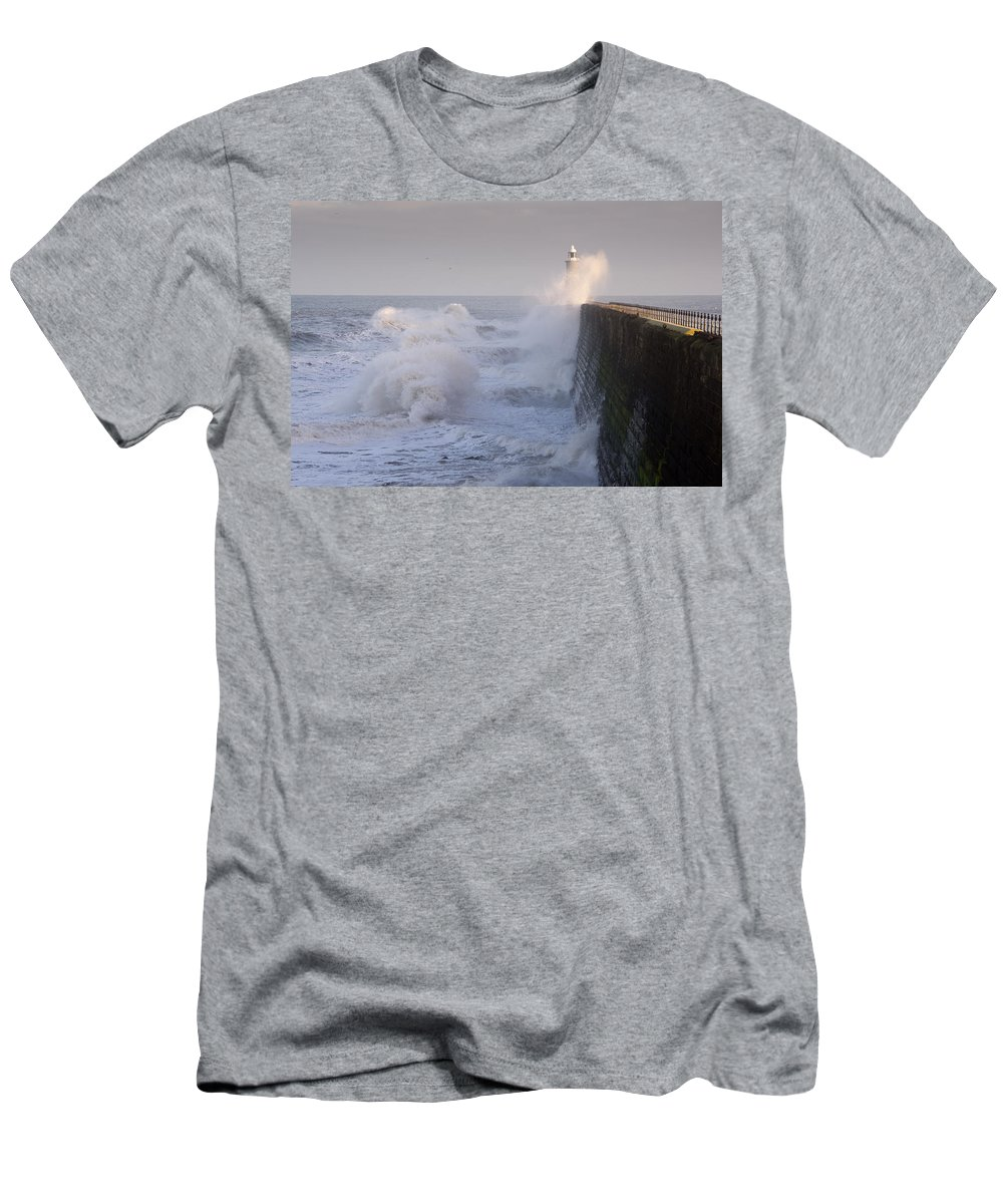 Breaking Men's T-Shirt (Athletic Fit) featuring the photograph Tynemouth North Pier And Waves by David Head