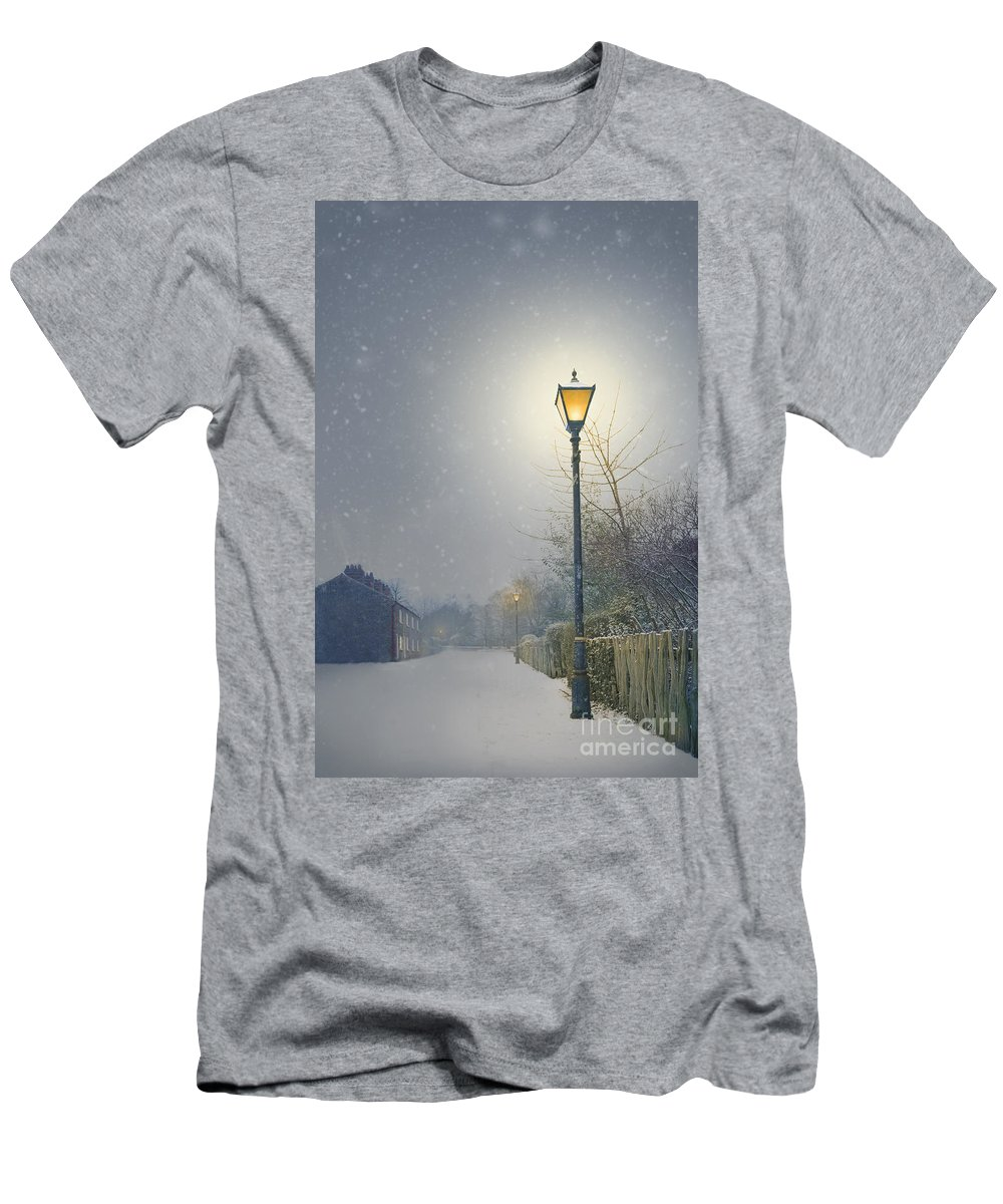Street Men's T-Shirt (Athletic Fit) featuring the photograph Victorian Gas Lamp In Winter by Lee Avison