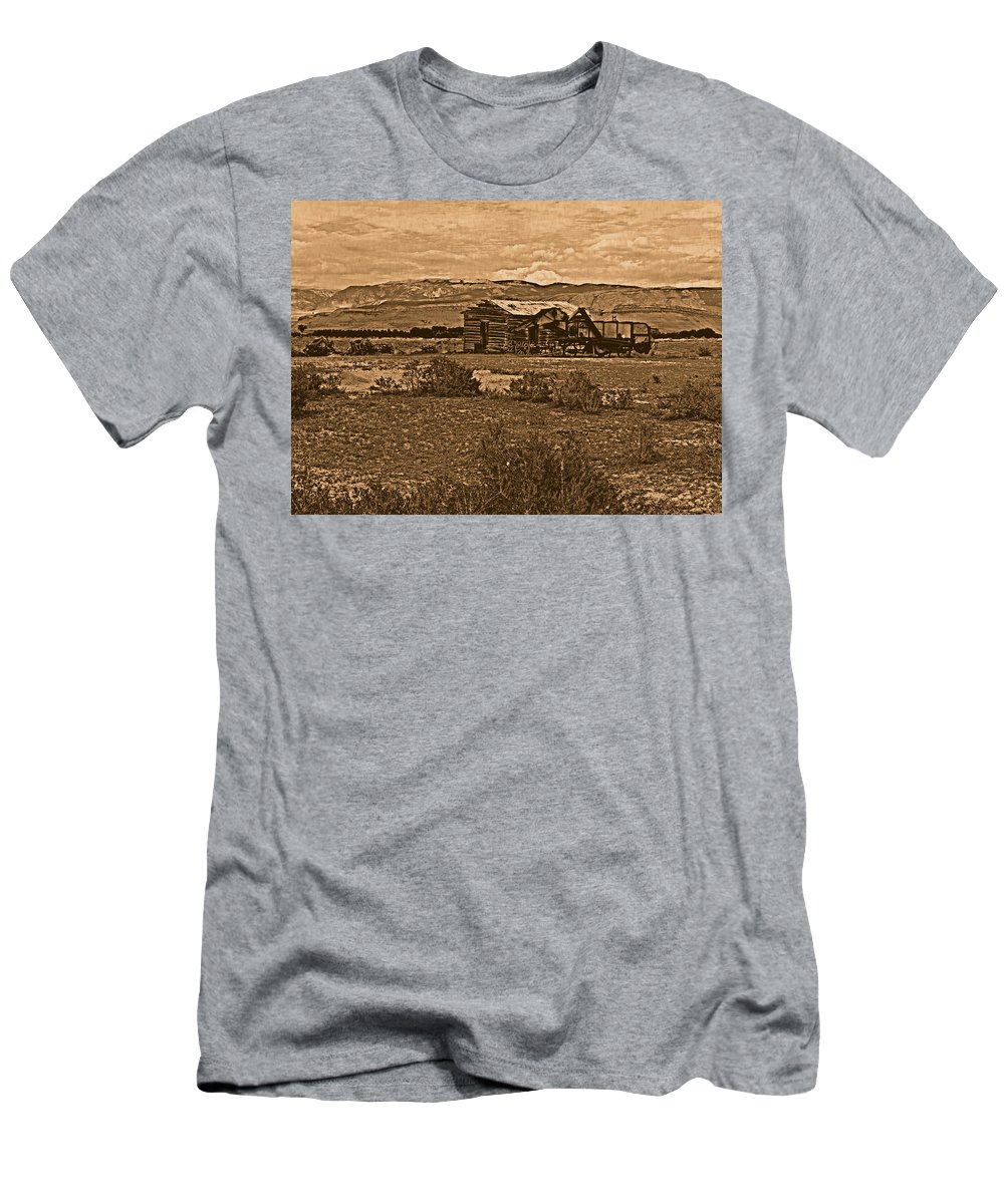 Aged Men's T-Shirt (Athletic Fit) featuring the photograph Wyoming West by Leland D Howard