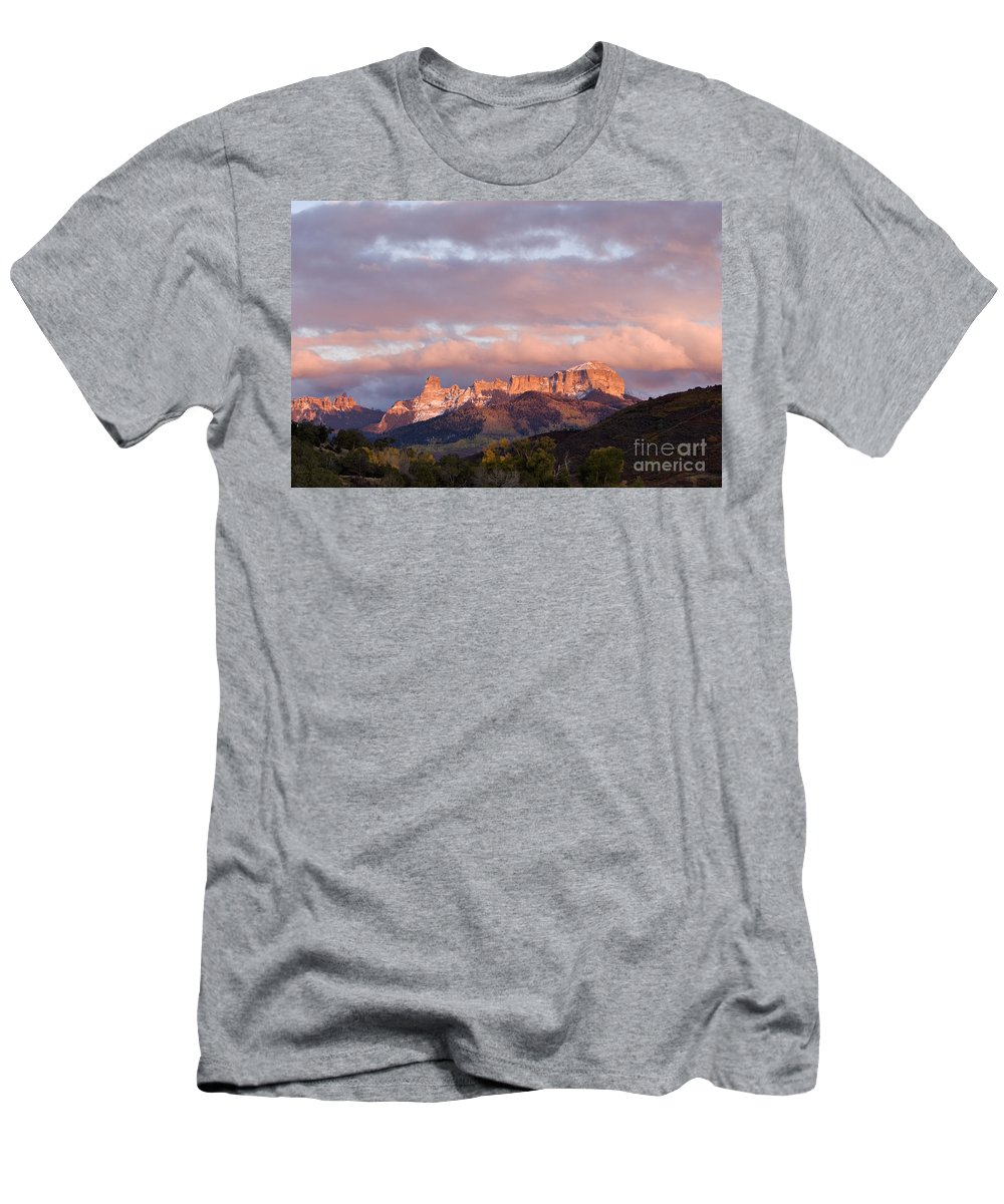 Sunset Men's T-Shirt (Athletic Fit) featuring the photograph Alpenglow On The Cimarron Mountains - D003083a by Daniel Dempster
