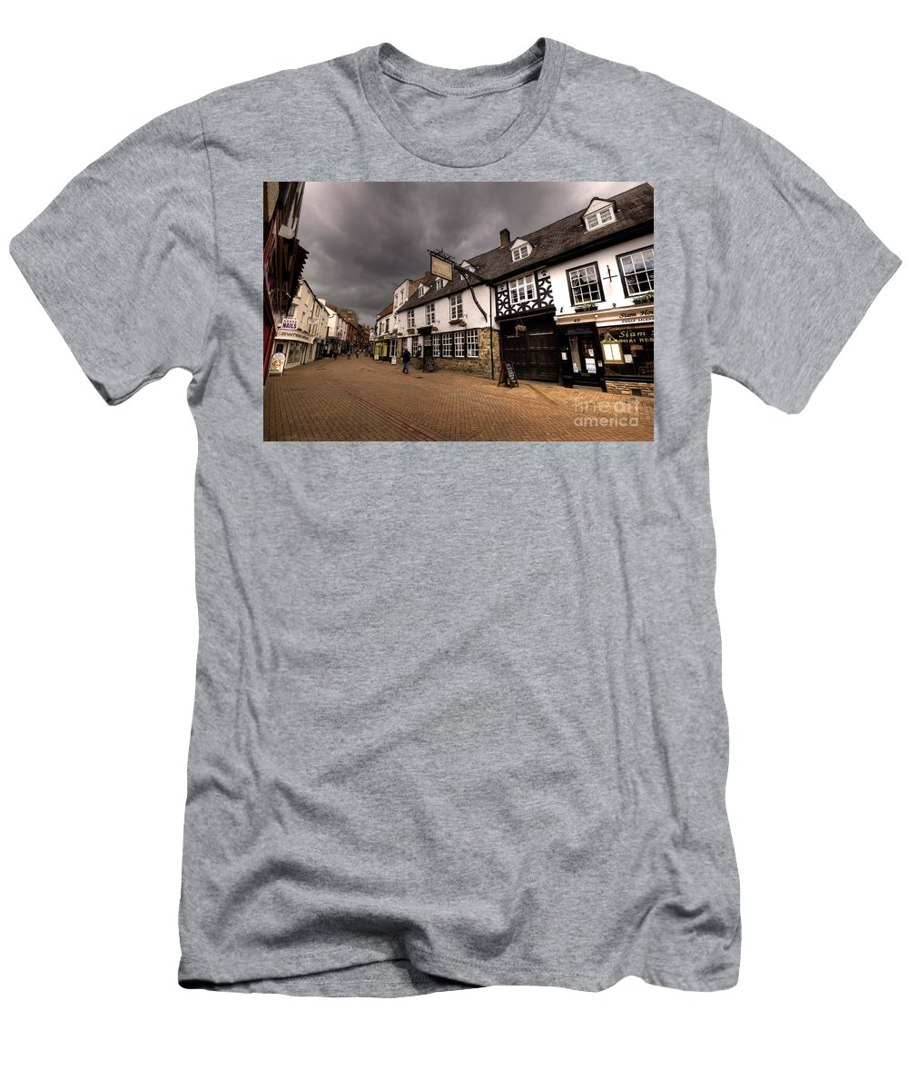 Banbury Men's T-Shirt (Athletic Fit) featuring the photograph Banbury High St by Rob Hawkins