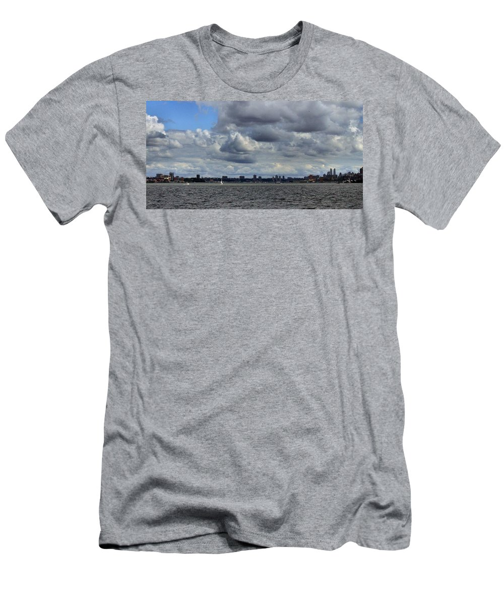 Brooklyn Men's T-Shirt (Athletic Fit) featuring the photograph Brooklyn Skyline by Robert McCulloch