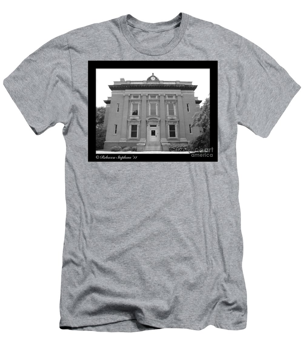 Brunswick Men's T-Shirt (Athletic Fit) featuring the photograph Brunswick Historical Court House by Rebecca Stephens