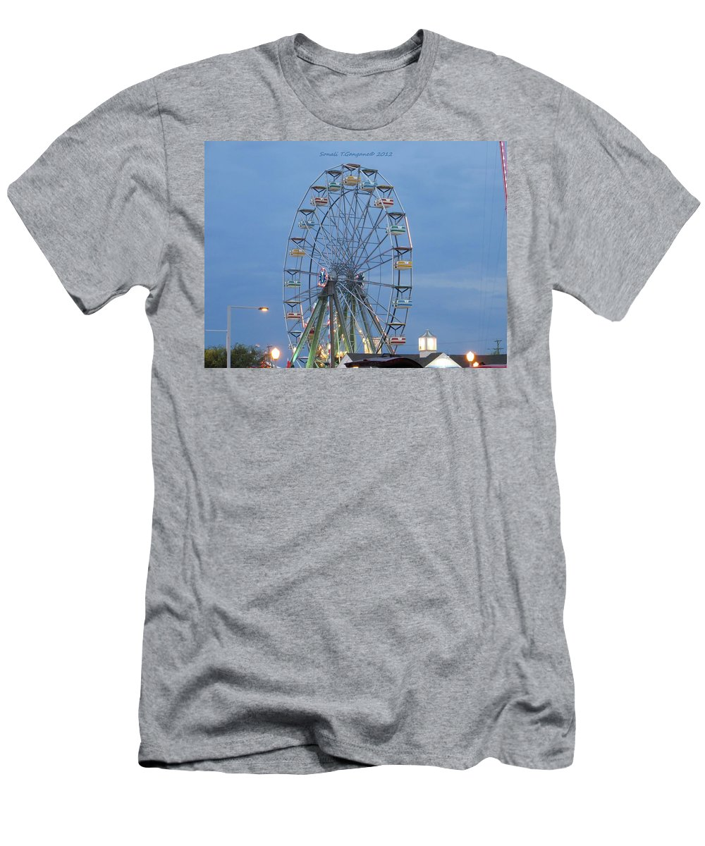 Gondolas Men's T-Shirt (Athletic Fit) featuring the photograph Ferris Wheel At Virginia Beach by Sonali Gangane