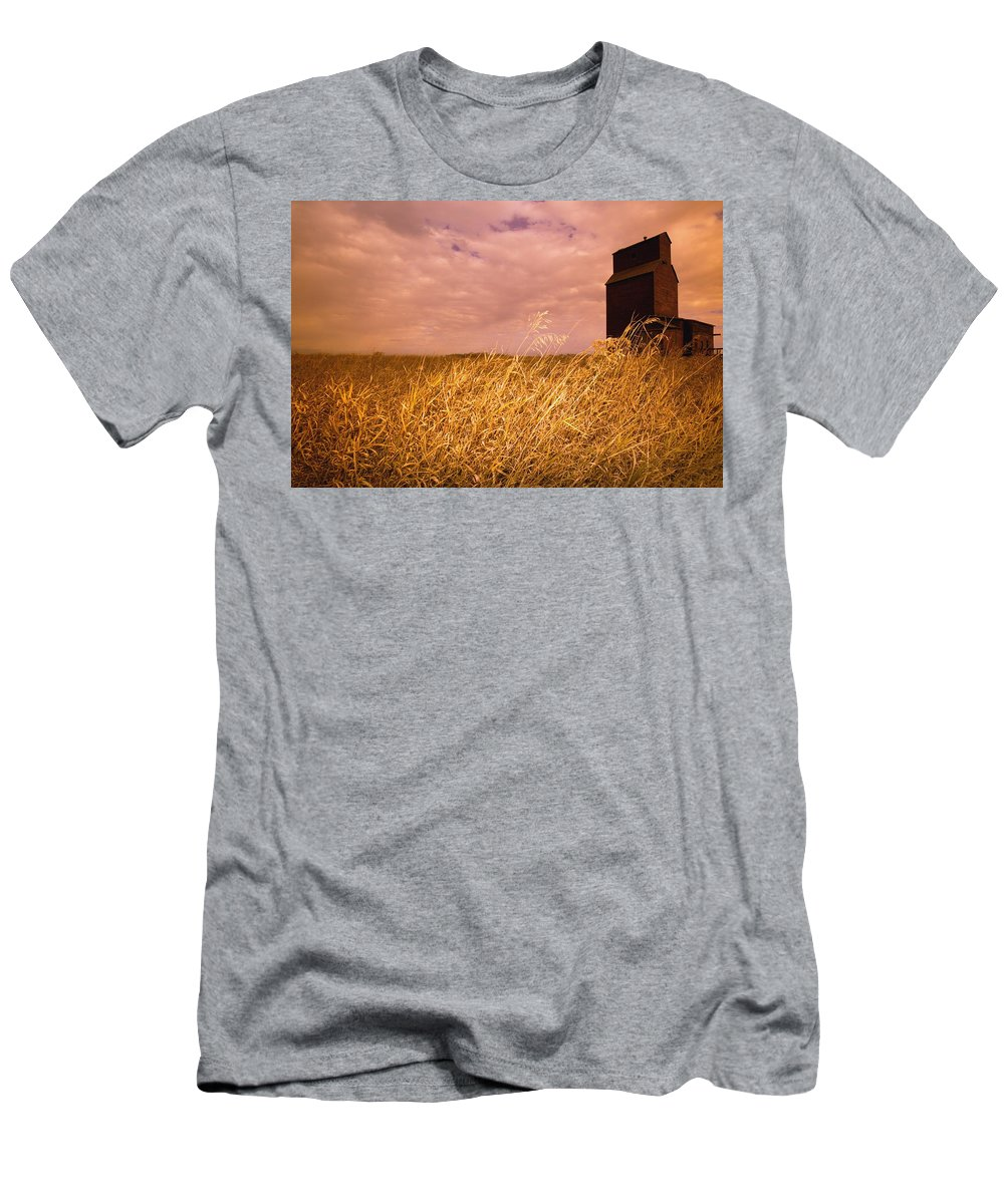 Alberta Men's T-Shirt (Athletic Fit) featuring the photograph Grain Elevator And Crop by Darren Greenwood
