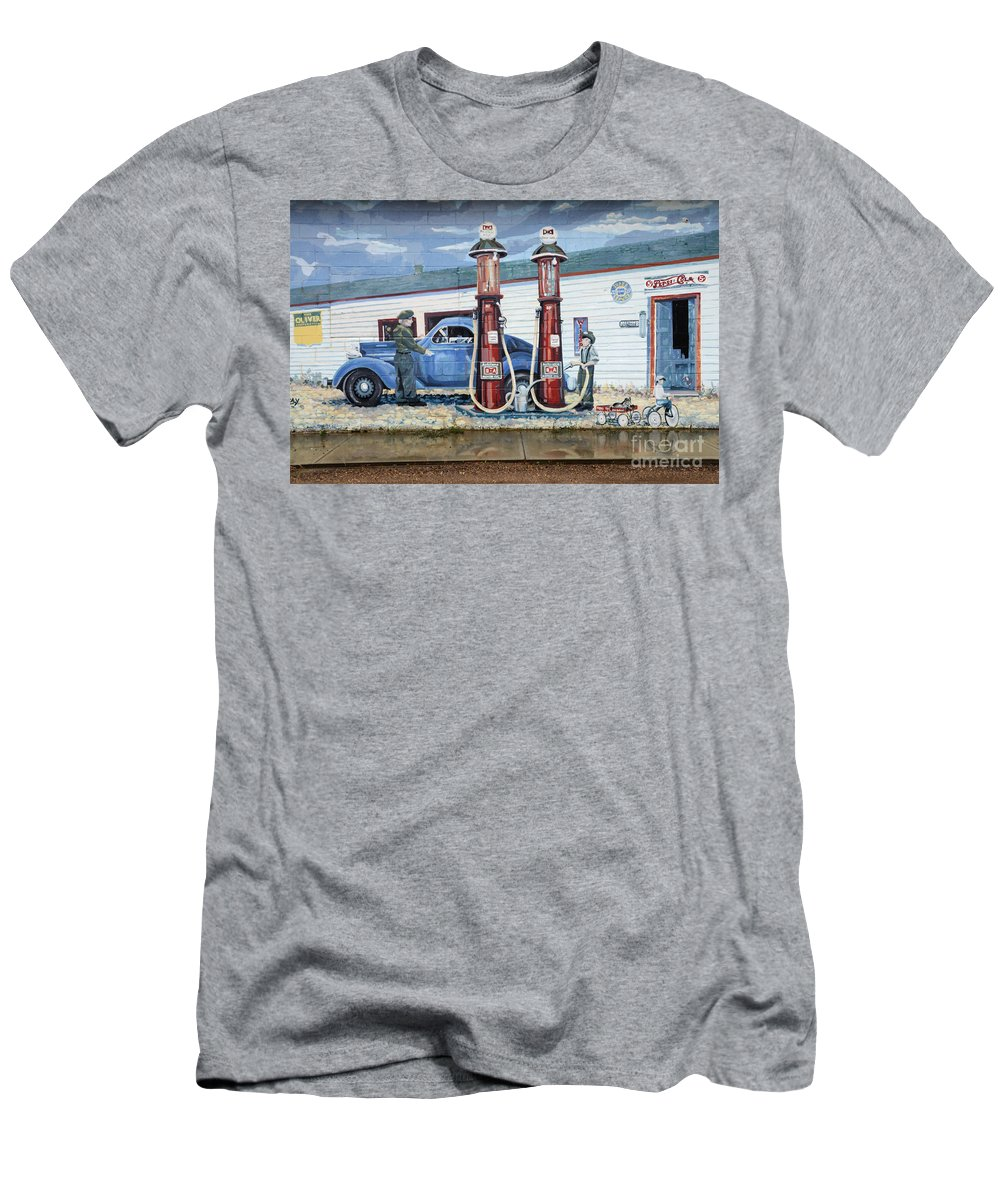 Mural Art Men's T-Shirt (Athletic Fit) featuring the photograph Mural Art At Consul by Bob Christopher