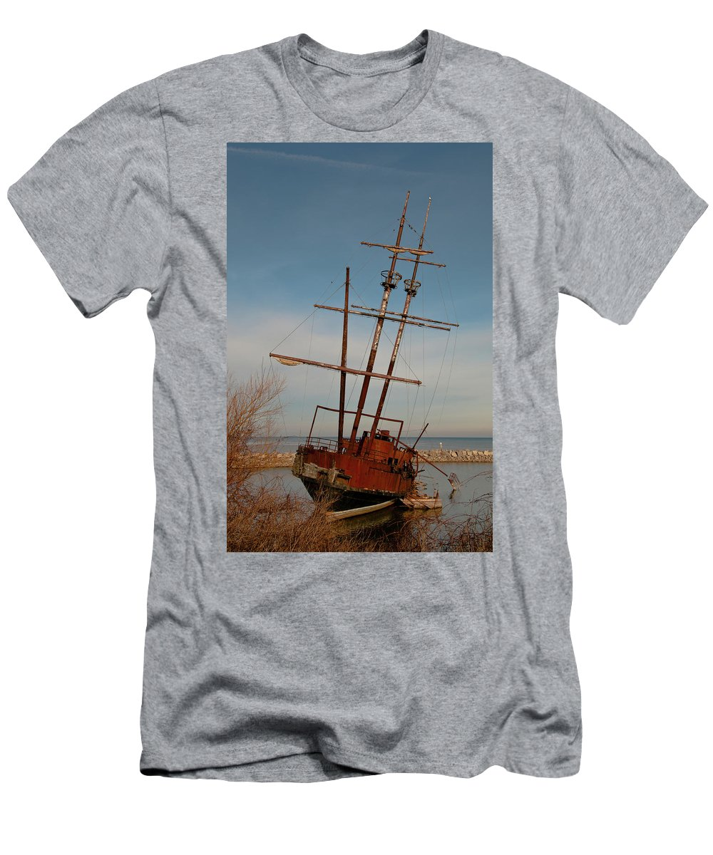 Boats Men's T-Shirt (Athletic Fit) featuring the photograph Old Rusty by Guy Whiteley