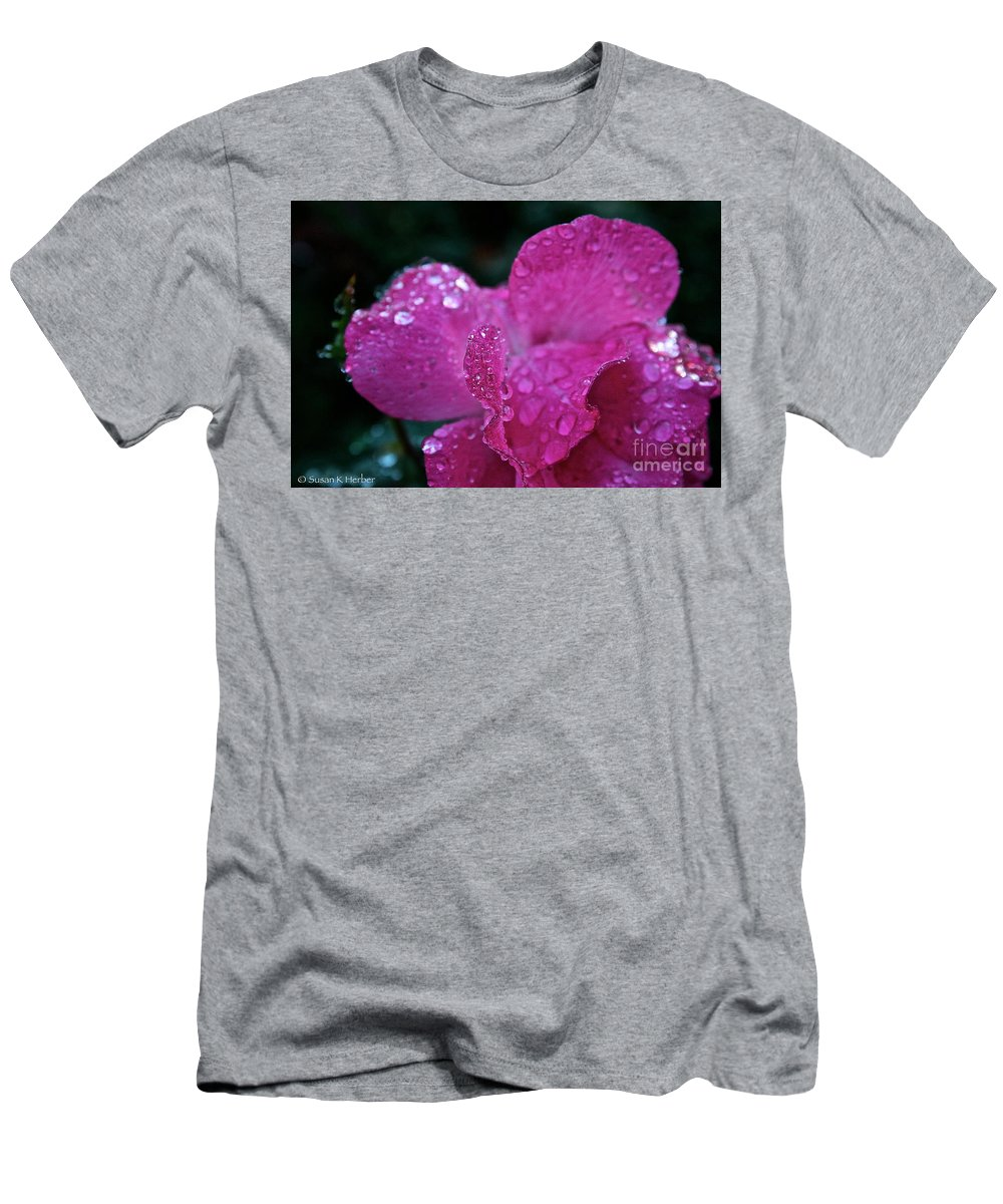 Landscape Men's T-Shirt (Athletic Fit) featuring the photograph Rose Water Beads by Susan Herber