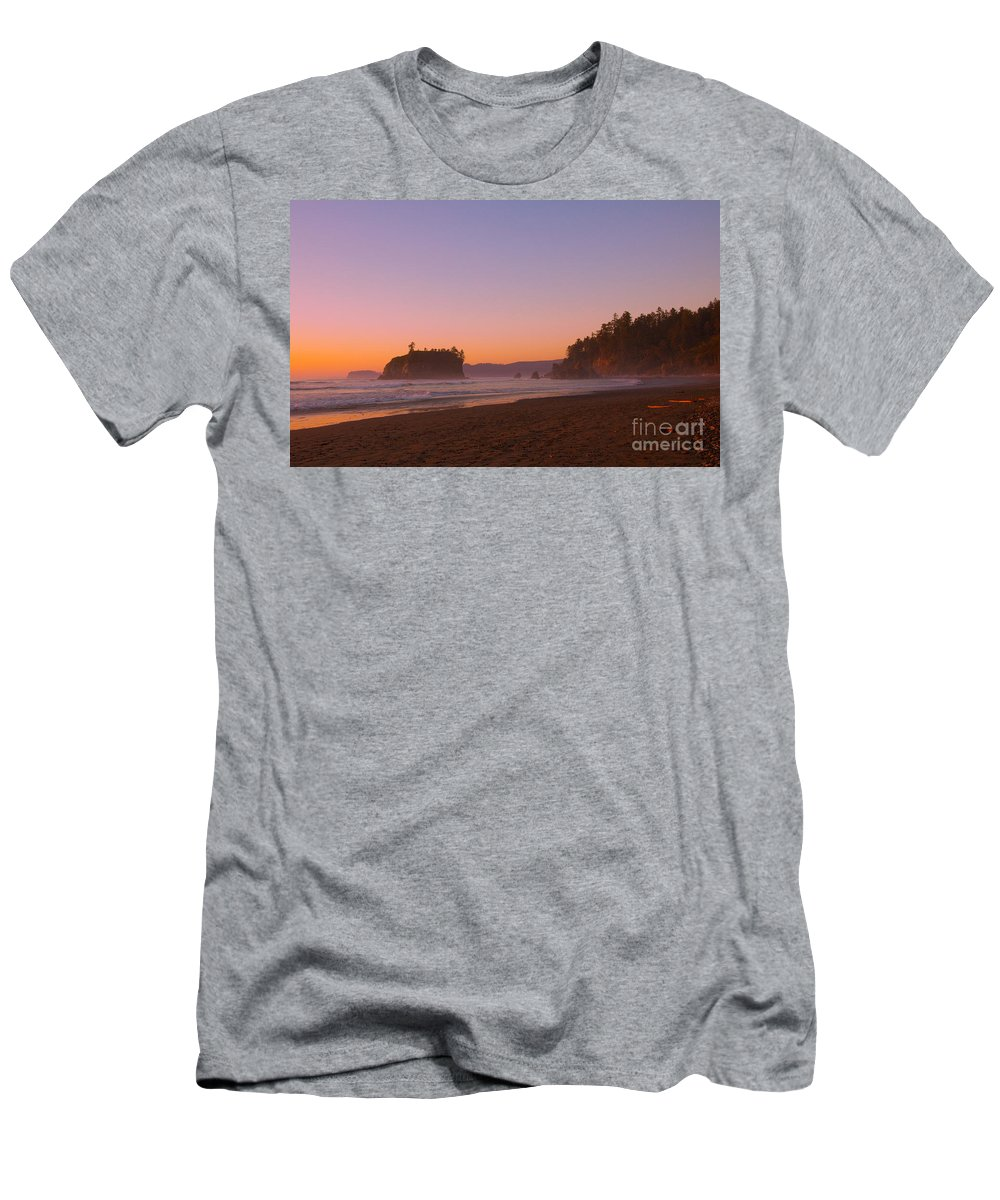 Ocean Men's T-Shirt (Athletic Fit) featuring the photograph Ruby Beach by Dana Kern