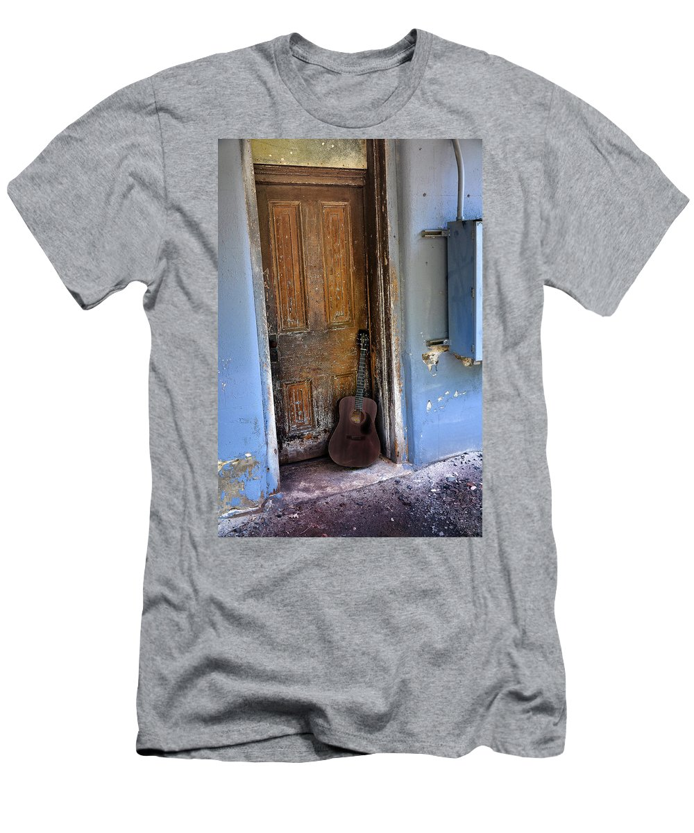 Guitar Men's T-Shirt (Athletic Fit) featuring the photograph That Old Guitar by Bill Cannon