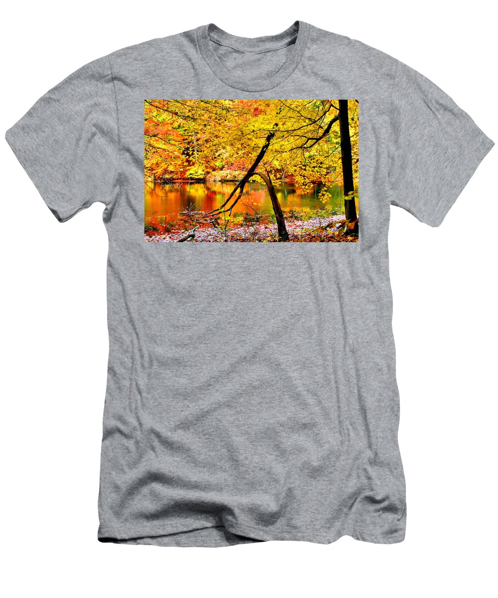 Autumn Men's T-Shirt (Athletic Fit) featuring the photograph The Final Bough by Kristin Elmquist