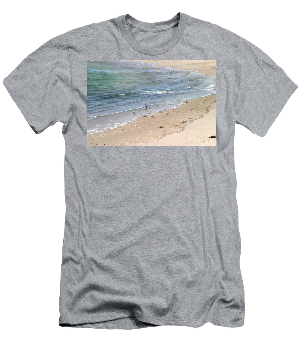 Western Men's T-Shirt (Athletic Fit) featuring the photograph Western Sandpiper by Henrik Lehnerer