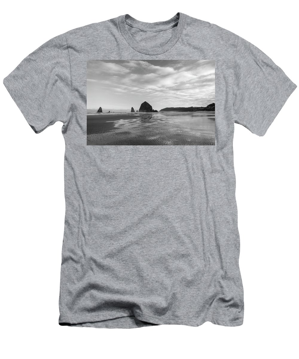 Oregon Men's T-Shirt (Athletic Fit) featuring the photograph Cannon Beach 6205 by Bob Neiman