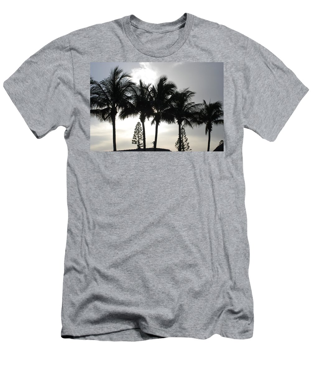 Sky Men's T-Shirt (Athletic Fit) featuring the photograph Sunset Thru The Trees by Rob Hans