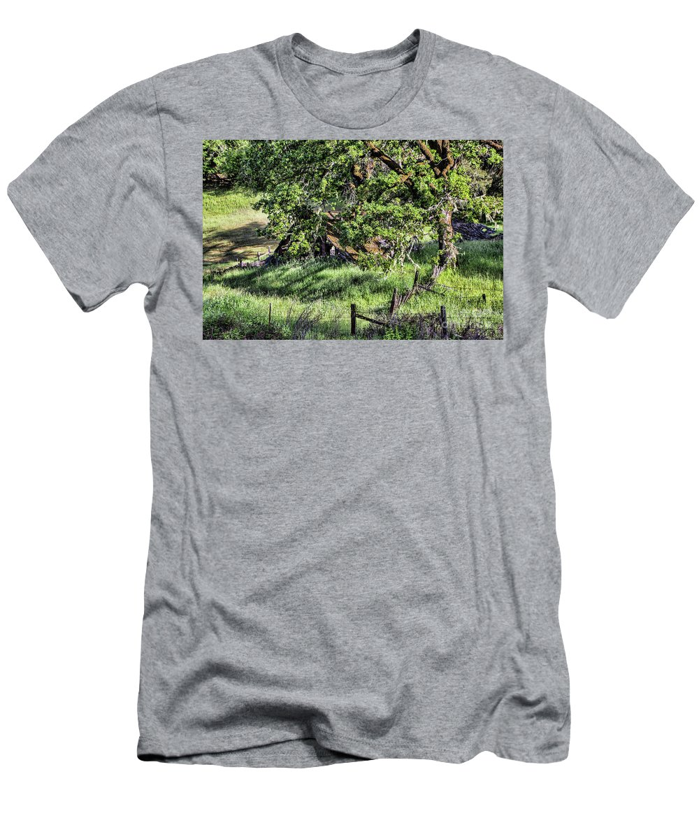 Barn Men's T-Shirt (Athletic Fit) featuring the photograph Willets Barn by Shirley Mangini