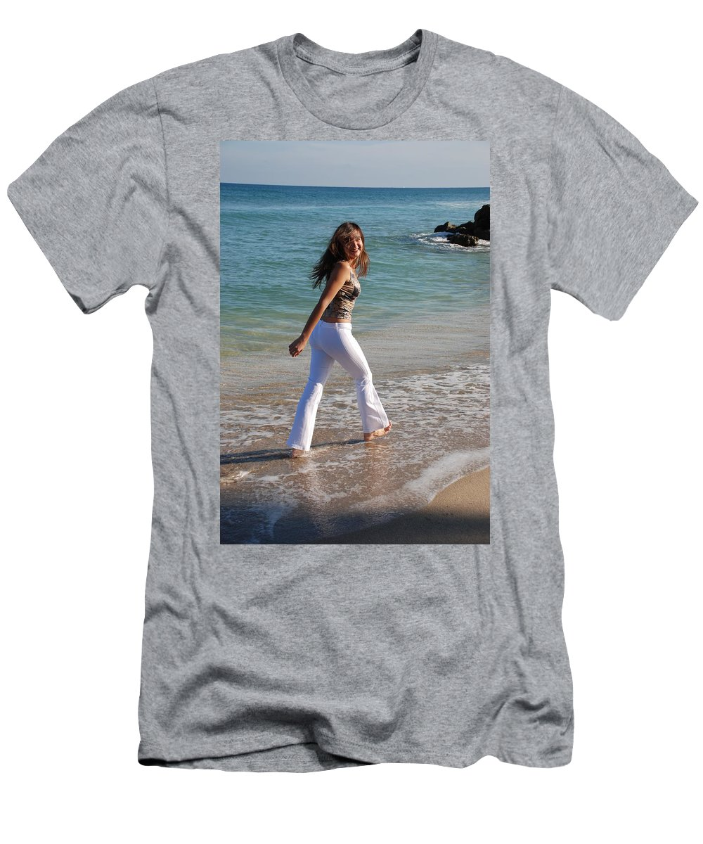 Women Men's T-Shirt (Athletic Fit) featuring the photograph Gisele by Rob Hans