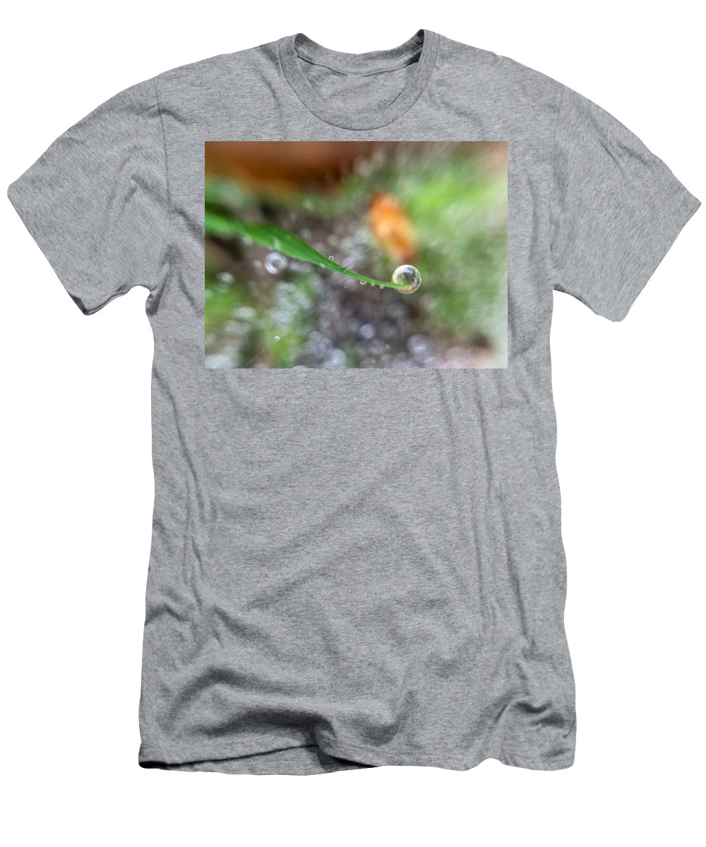Drop Men's T-Shirt (Athletic Fit) featuring the photograph A Drop In Time by Cheryl Beck
