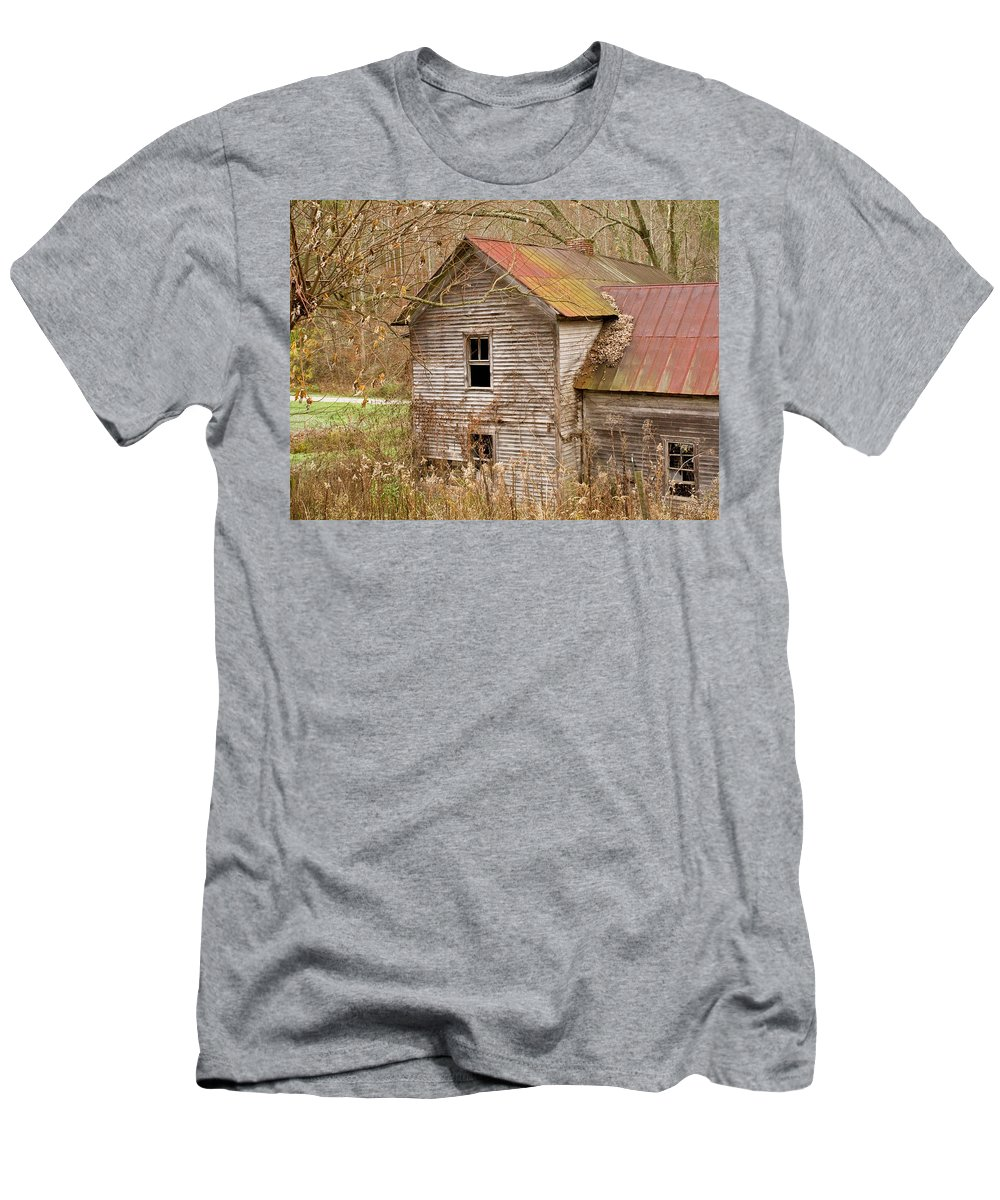 Abandoned Men's T-Shirt (Athletic Fit) featuring the photograph Abandoned House With Colorful Roof by Douglas Barnett