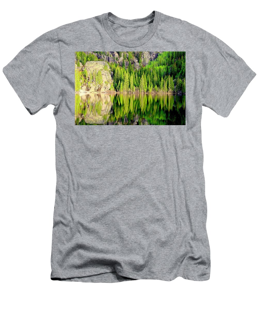 Wilderness Colorado America Men's T-Shirt (Athletic Fit) featuring the photograph Bear Lake by Mike Judice