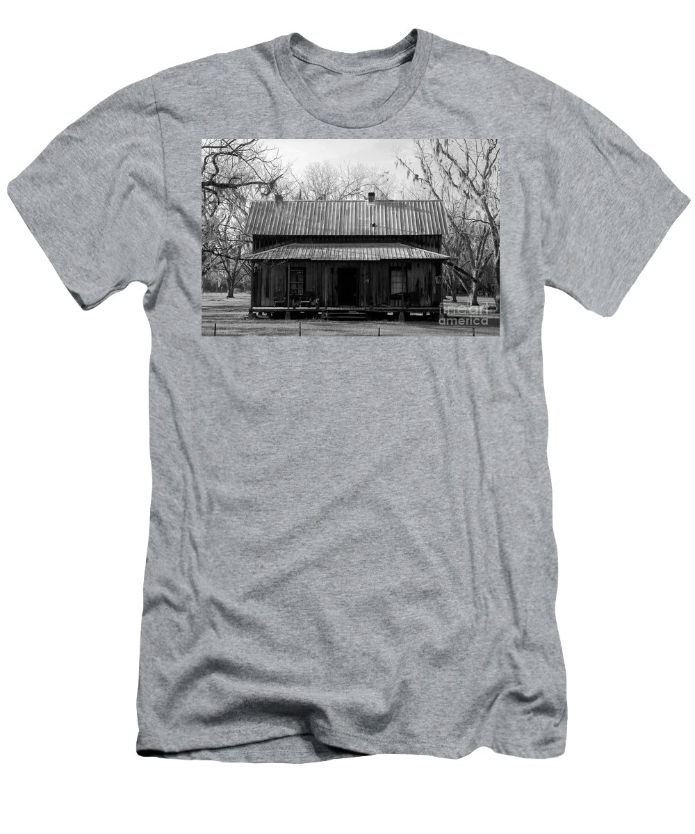 Homestead Men's T-Shirt (Athletic Fit) featuring the photograph Cracker Cabin by David Lee Thompson