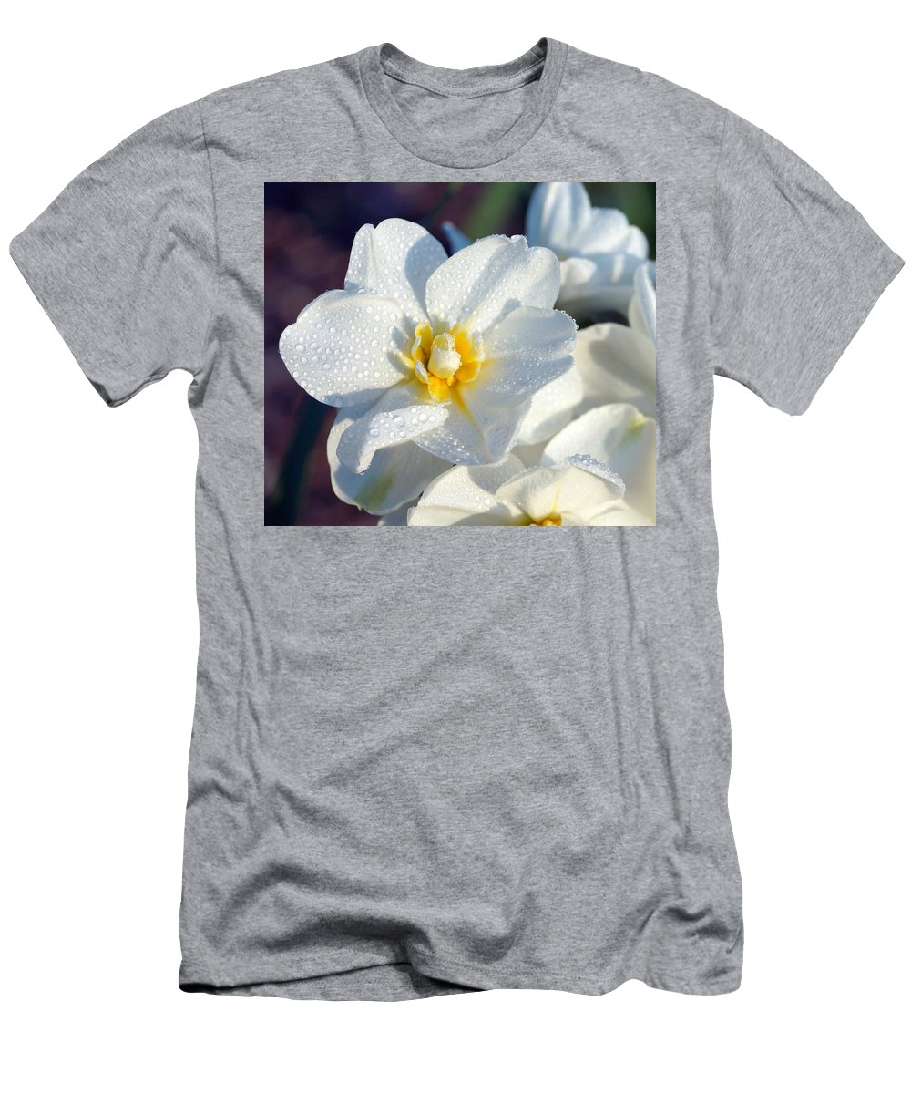 Daffodil Men's T-Shirt (Athletic Fit) featuring the photograph Daffodil Up Close by Beth Collins