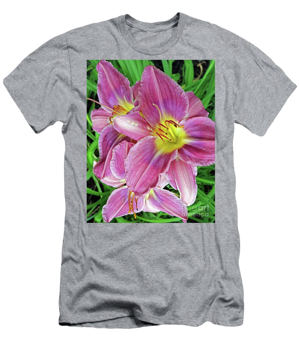 Flowers Men's T-Shirt (Athletic Fit) featuring the photograph Day Lilys by Steve Gass