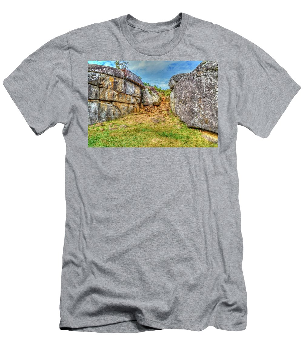 Gettysburg Men's T-Shirt (Athletic Fit) featuring the photograph Devils Den Gettysburg by Tommy Anderson