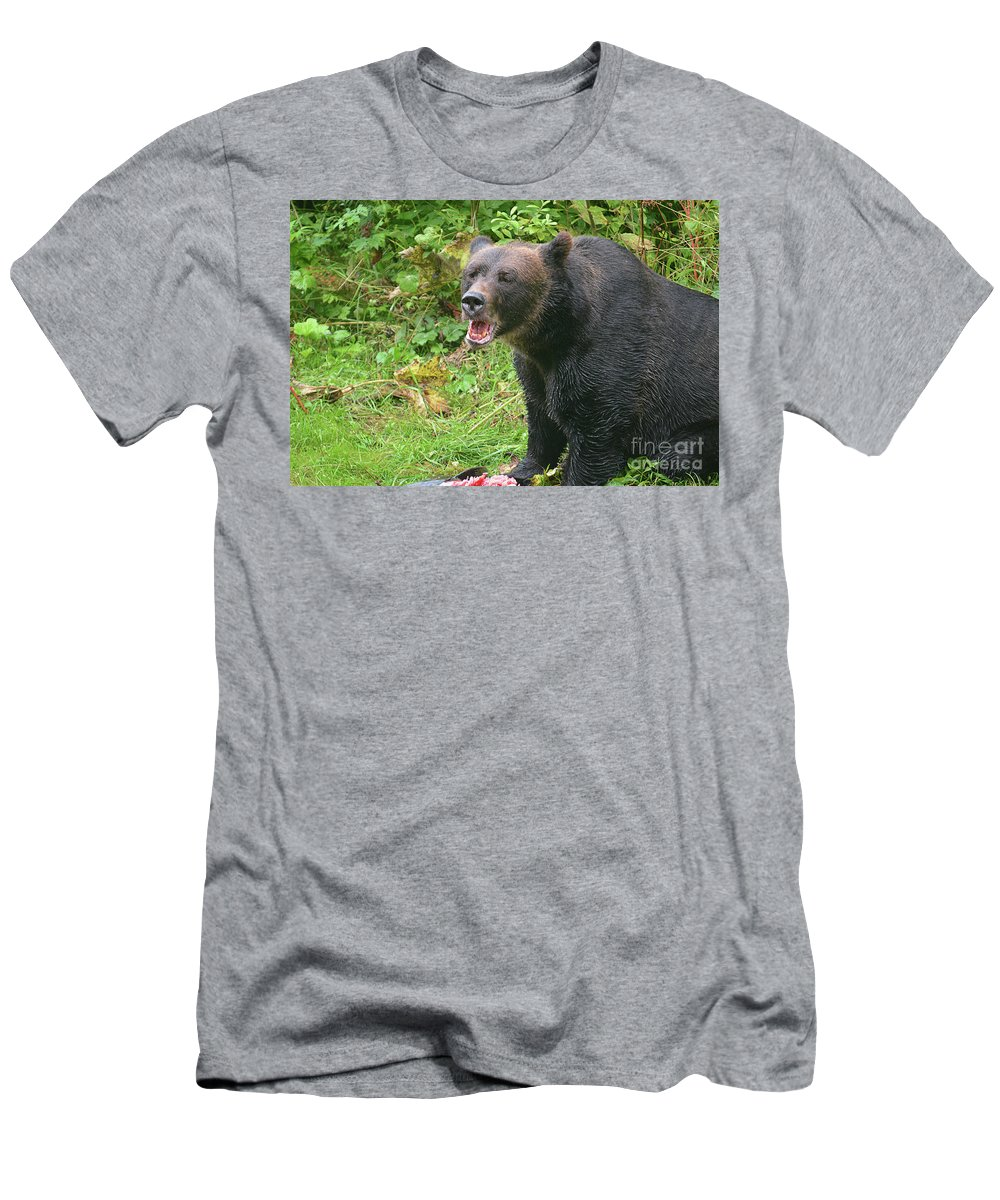 Deanna Cagle Men's T-Shirt (Athletic Fit) featuring the photograph Enjoying Breakfast by Deanna Cagle