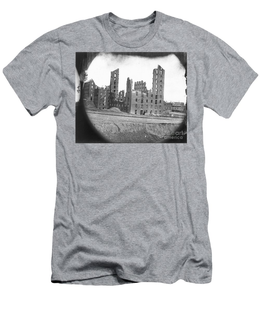 1865 Men's T-Shirt (Athletic Fit) featuring the photograph Fall Of Richmond, Virginia by Granger