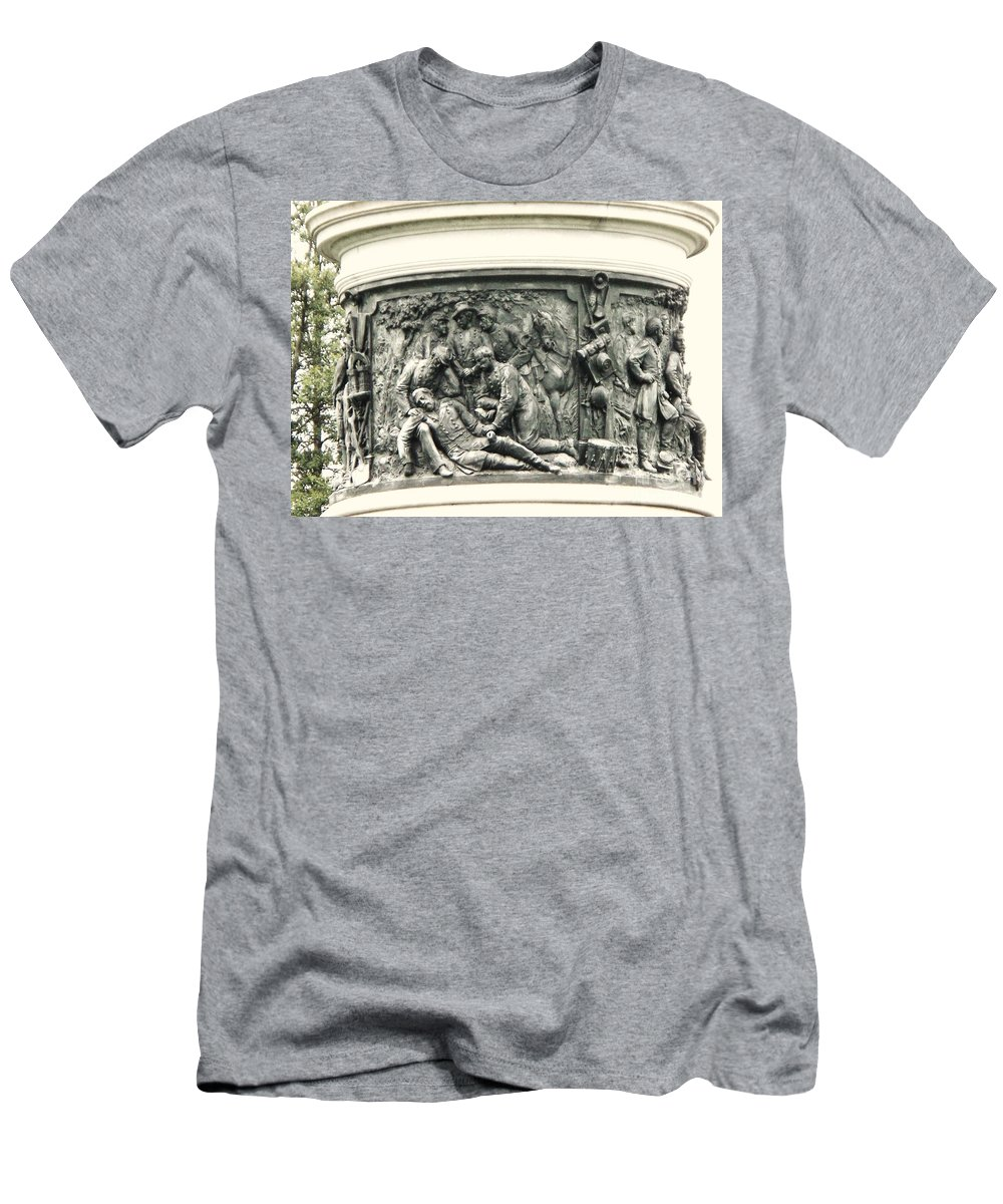 Gettysburg Men's T-Shirt (Athletic Fit) featuring the photograph Gettysburg Monument by Eric Schiabor