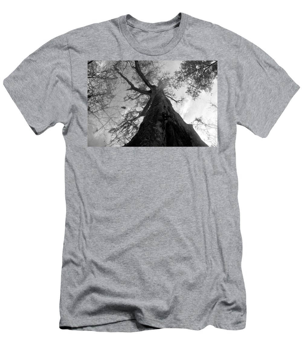 Ghostly Men's T-Shirt (Athletic Fit) featuring the photograph Ghostly Tree by David Lee Thompson