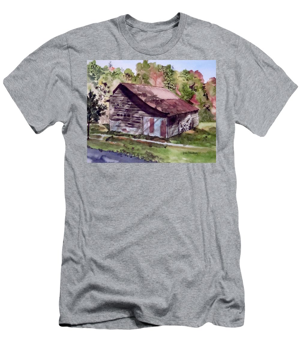 Barns Men's T-Shirt (Athletic Fit) featuring the painting Green Creek Barn by Jean Blackmer