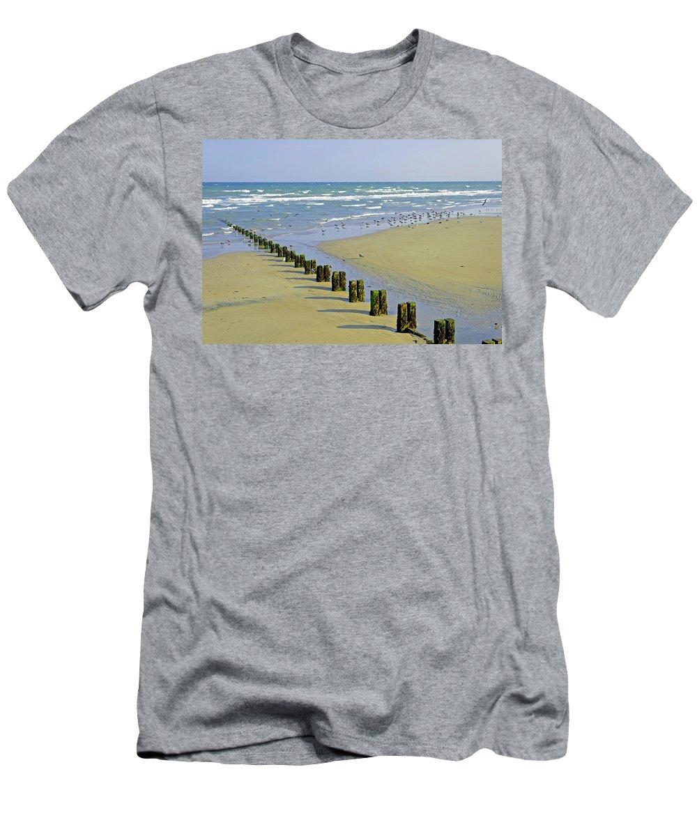 Bridlington Men's T-Shirt (Athletic Fit) featuring the photograph Groyne And Gulls - Bridlington by Rod Johnson