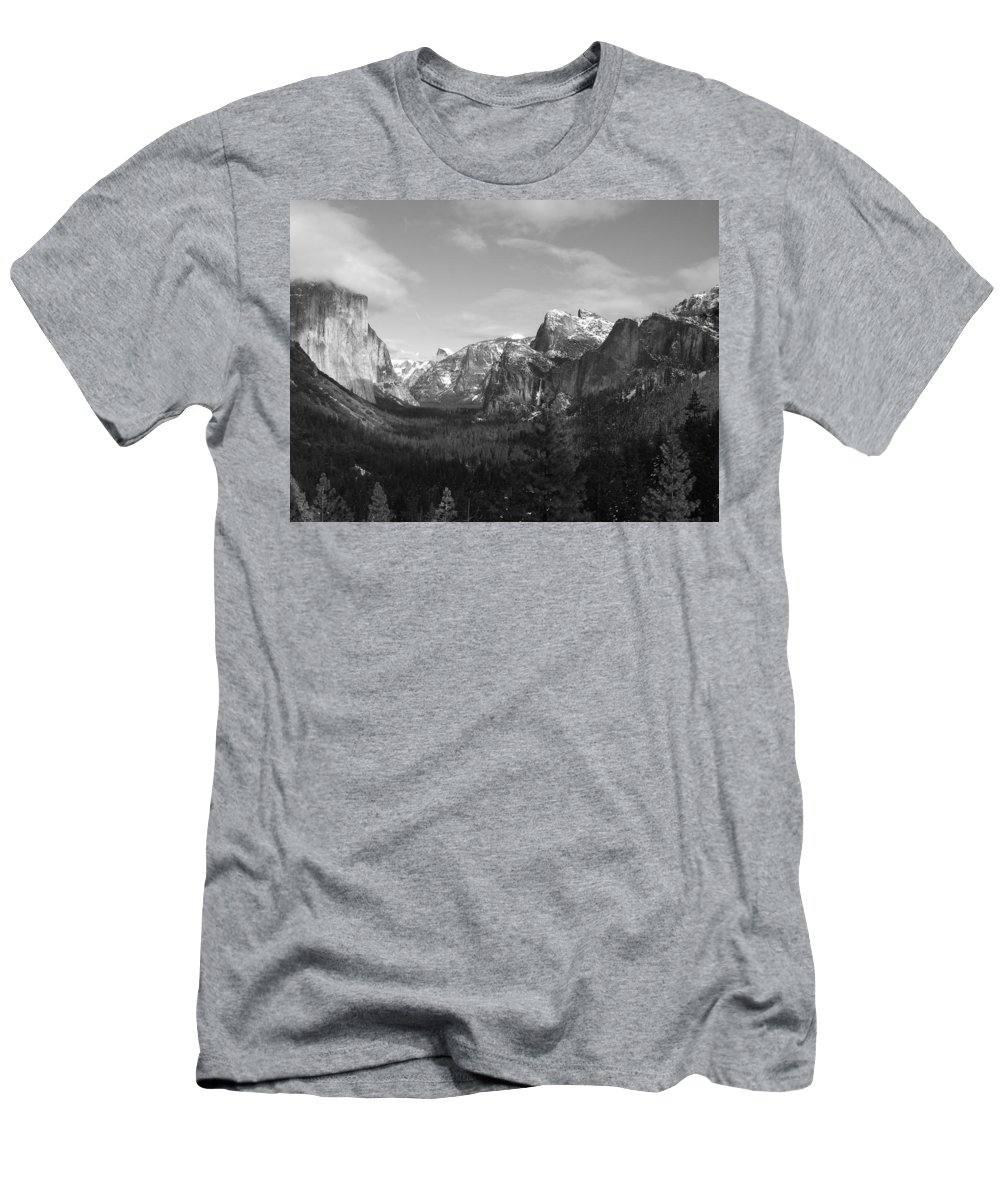 Yosemite Men's T-Shirt (Athletic Fit) featuring the photograph Inspiration Point by Travis Day