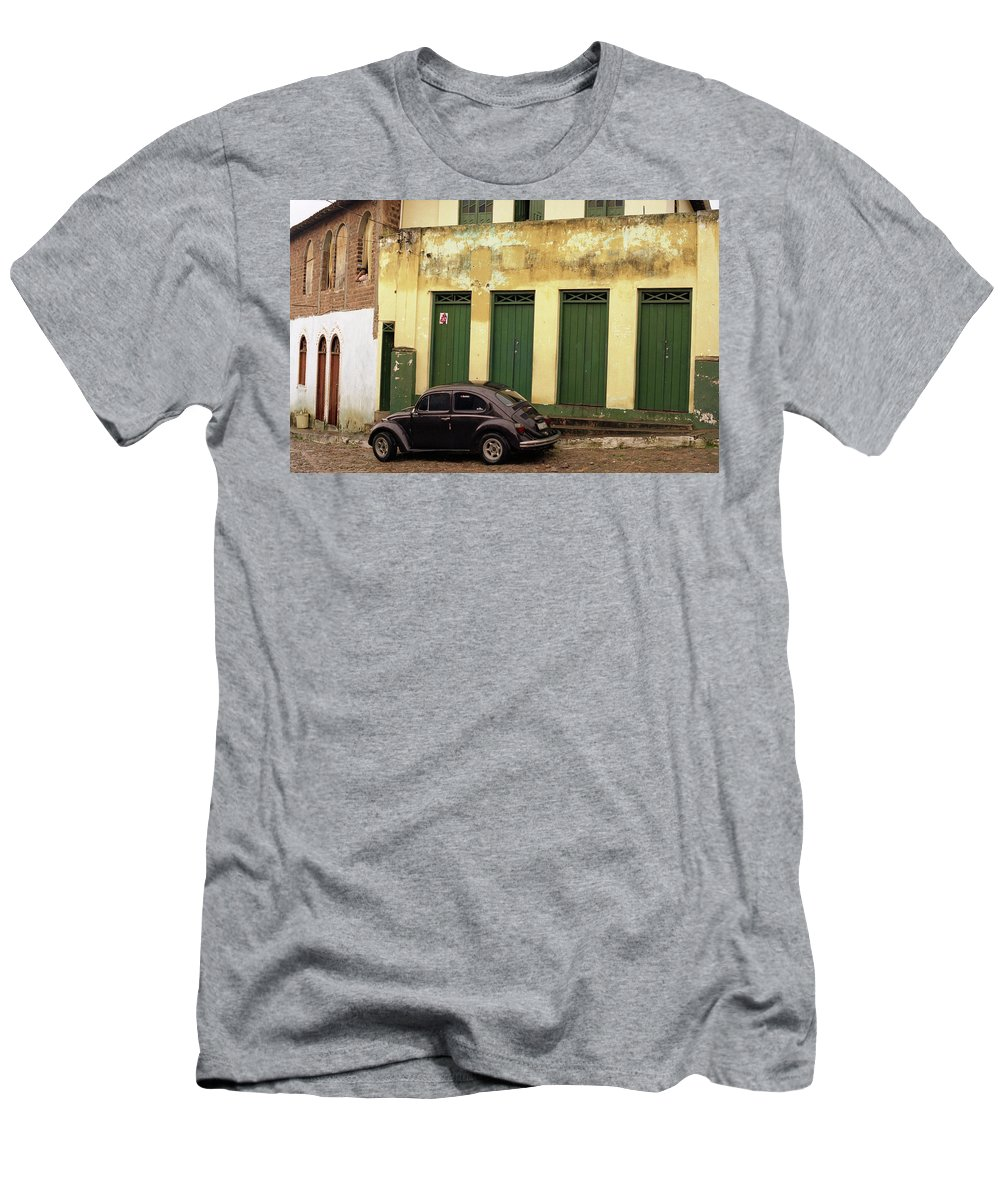 Bahia Men's T-Shirt (Athletic Fit) featuring the photograph Lencois - Bug by Patrick Klauss