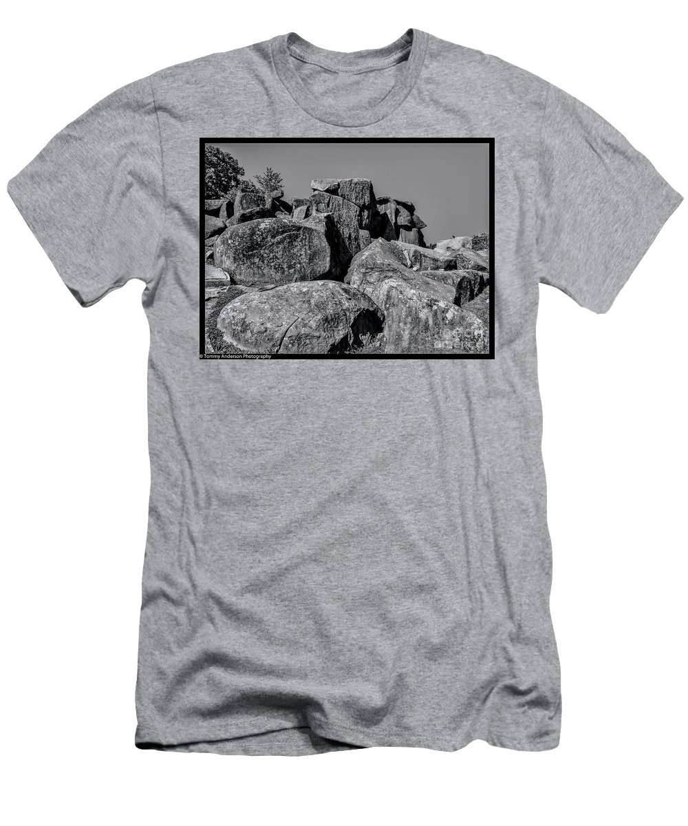 Gettysburg Men's T-Shirt (Athletic Fit) featuring the photograph Little Round Top Gettysburg by Tommy Anderson