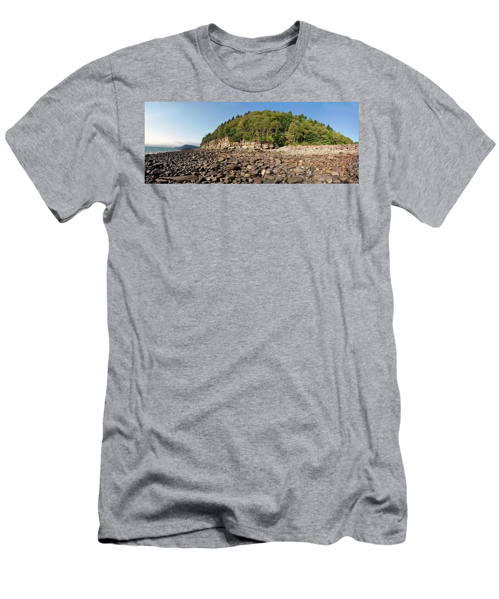 Bay Of Fundy Men's T-Shirt (Athletic Fit) featuring the photograph Low Tide Panorama by Noel Baebler