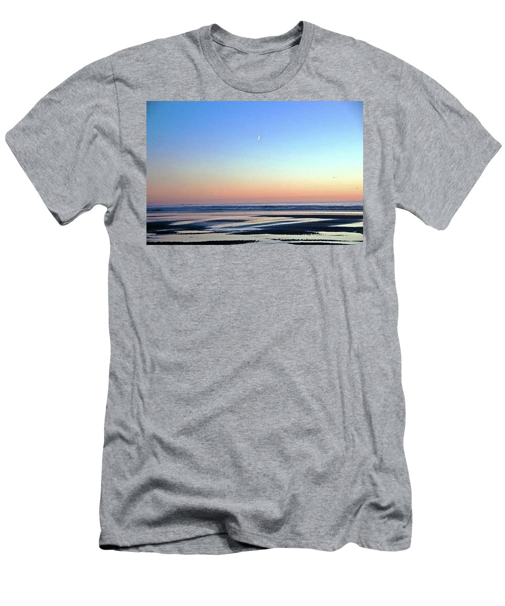 Sunset Men's T-Shirt (Athletic Fit) featuring the photograph Moon's Arising by George Elliott