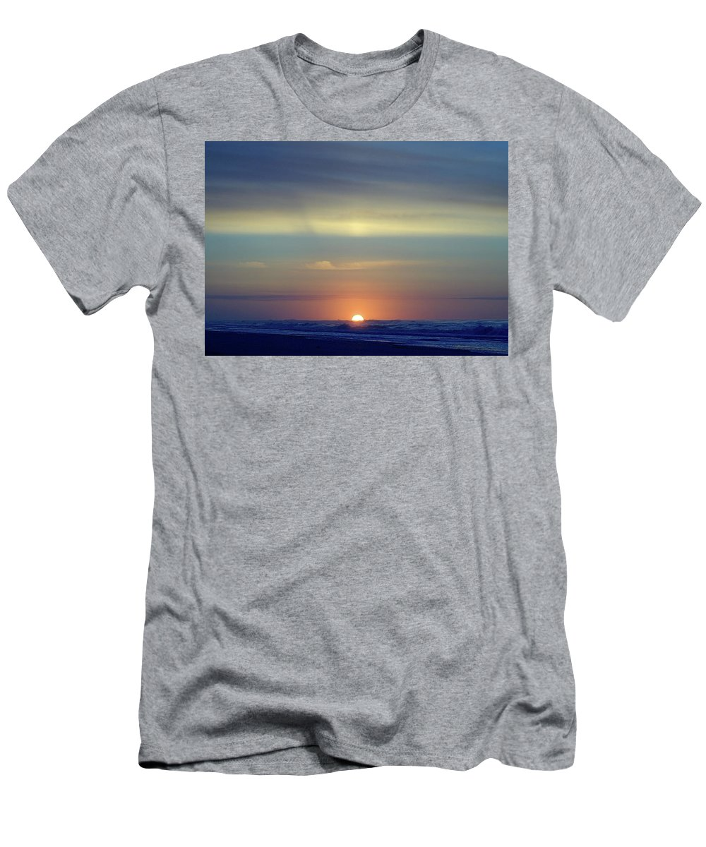 Seas Men's T-Shirt (Athletic Fit) featuring the photograph Morning I V by Newwwman