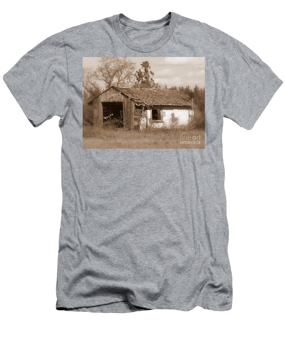 Old Shack Men's T-Shirt (Athletic Fit) featuring the photograph Needs Paint - Soft Focus by Carol Groenen