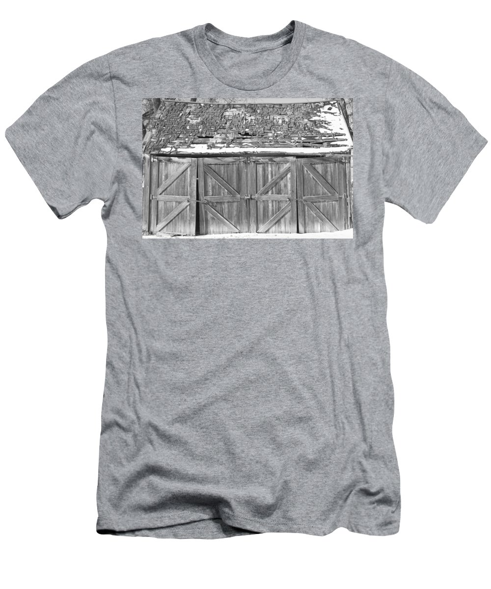 Barns Men's T-Shirt (Athletic Fit) featuring the photograph Old Barn In Black And White by James BO Insogna