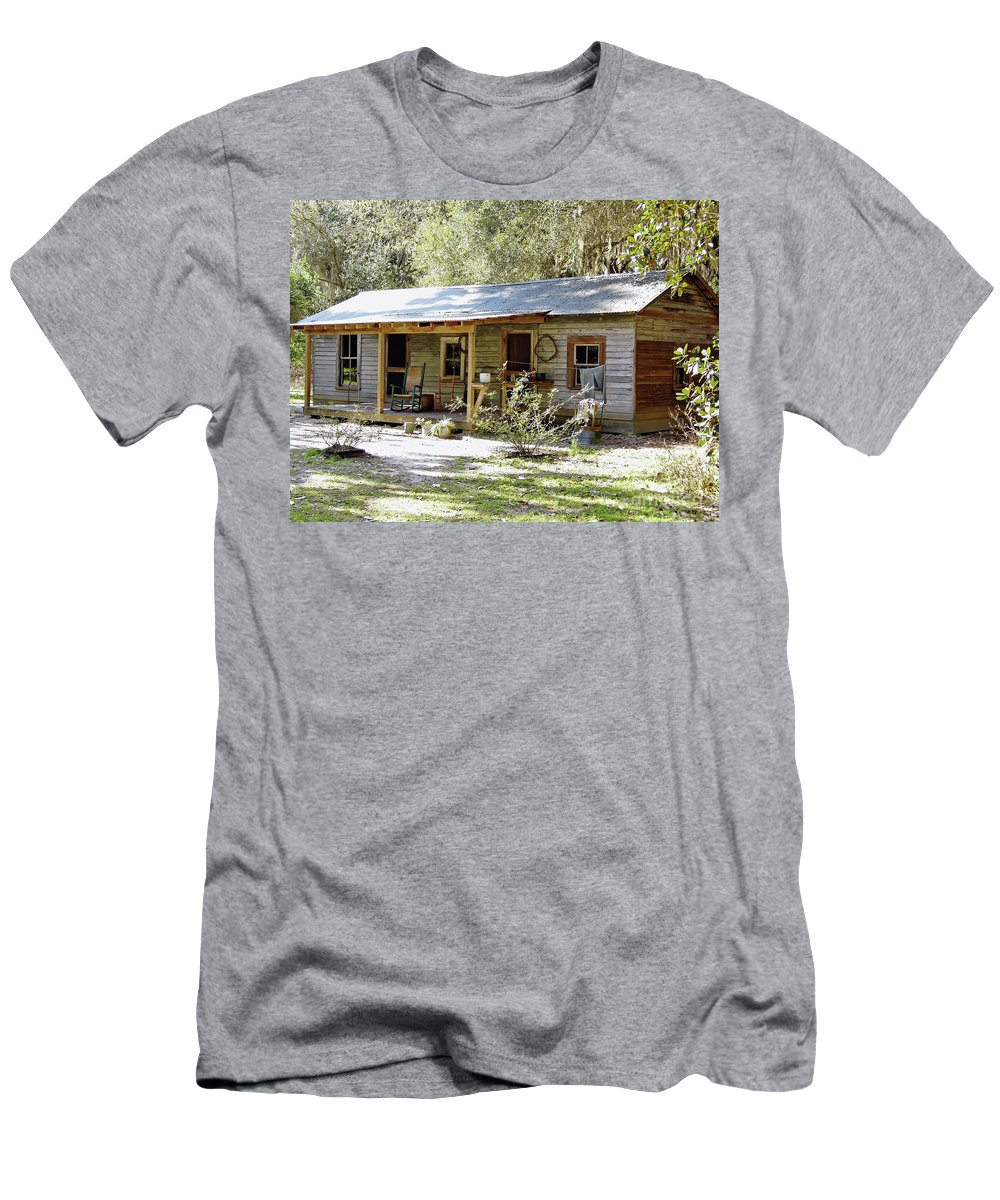 Home Men's T-Shirt (Athletic Fit) featuring the photograph Old Florida Home by D Hackett