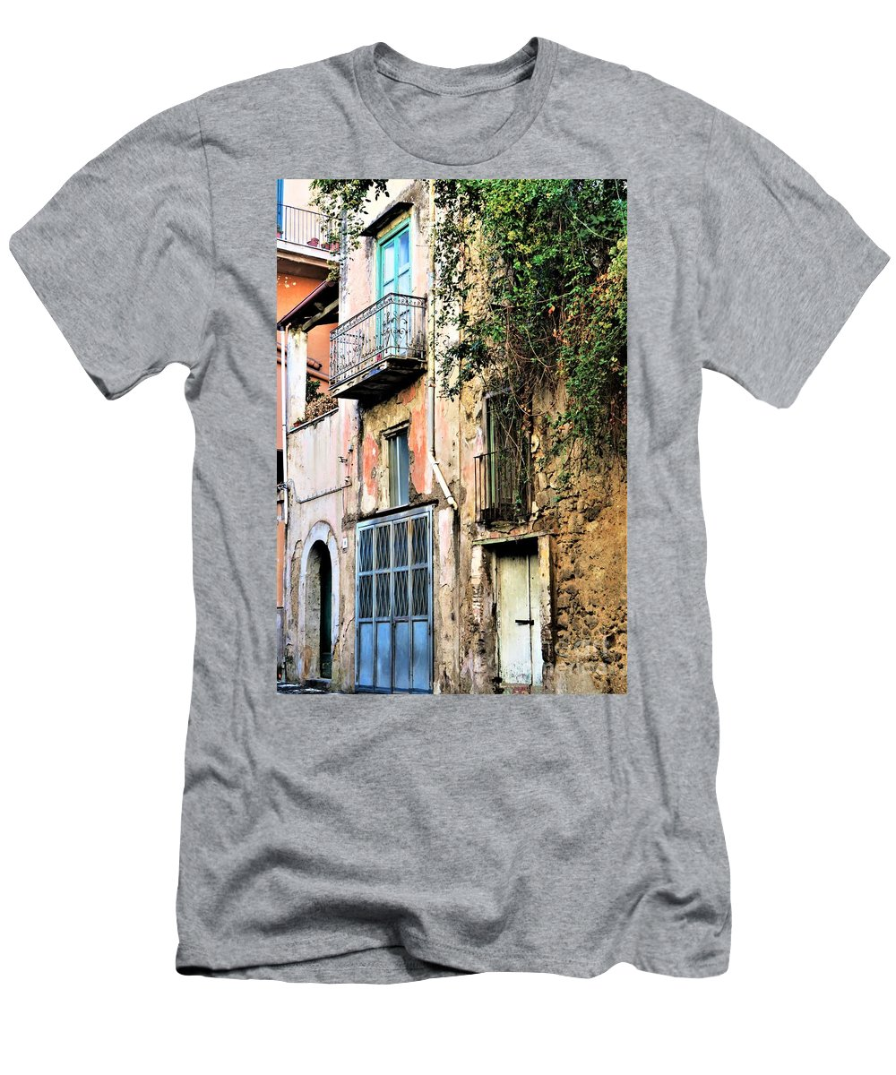 Sorrento Men's T-Shirt (Athletic Fit) featuring the photograph Old Sorrento Street by Laurie Morgan